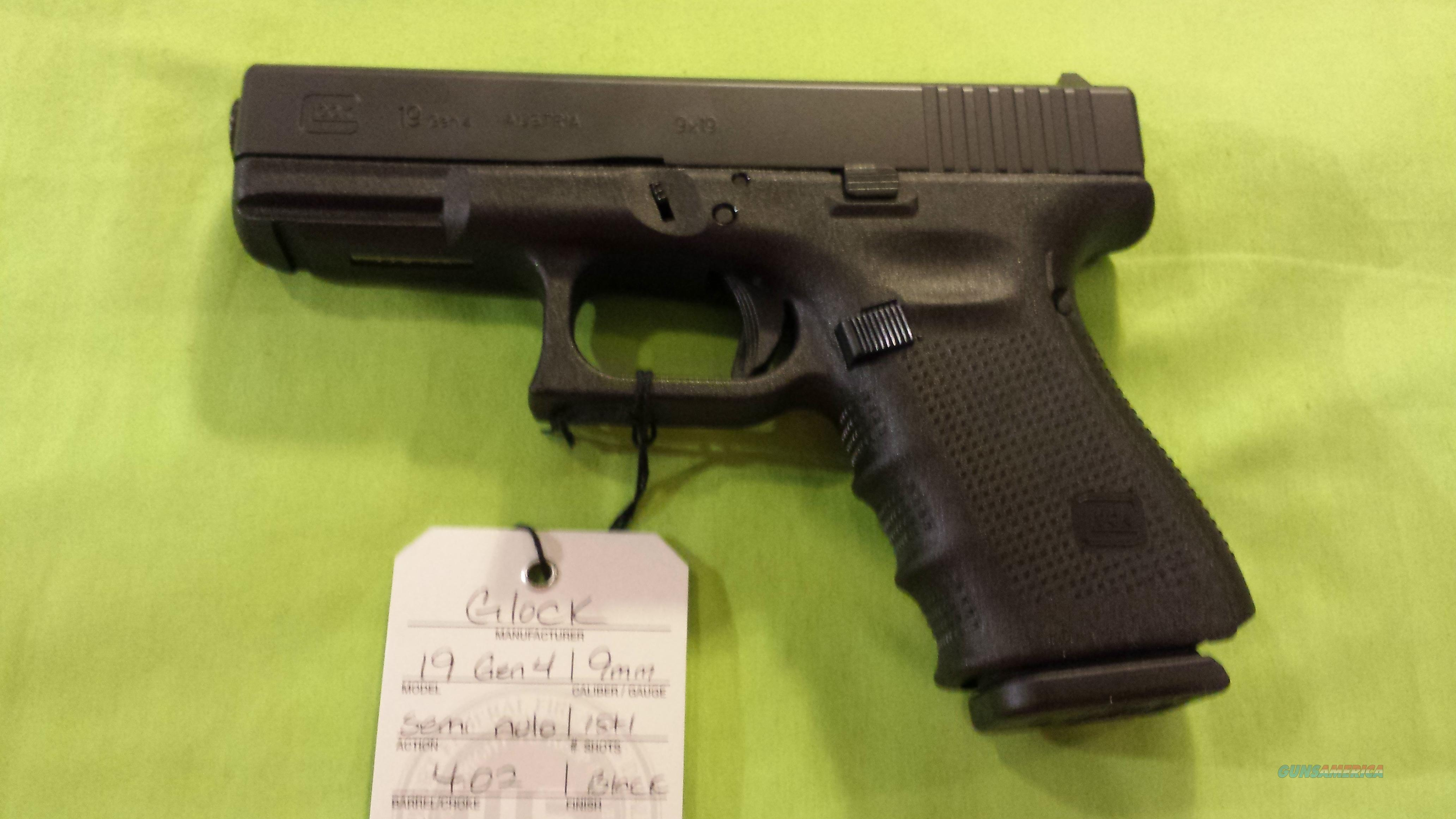 GLOCK 19 GEN 4 9MM 9 MM 15RD 3 MAGS BACKSTRAPS BLACK NIGHT SIGHTS  Guns > Pistols > Glock Pistols > 19