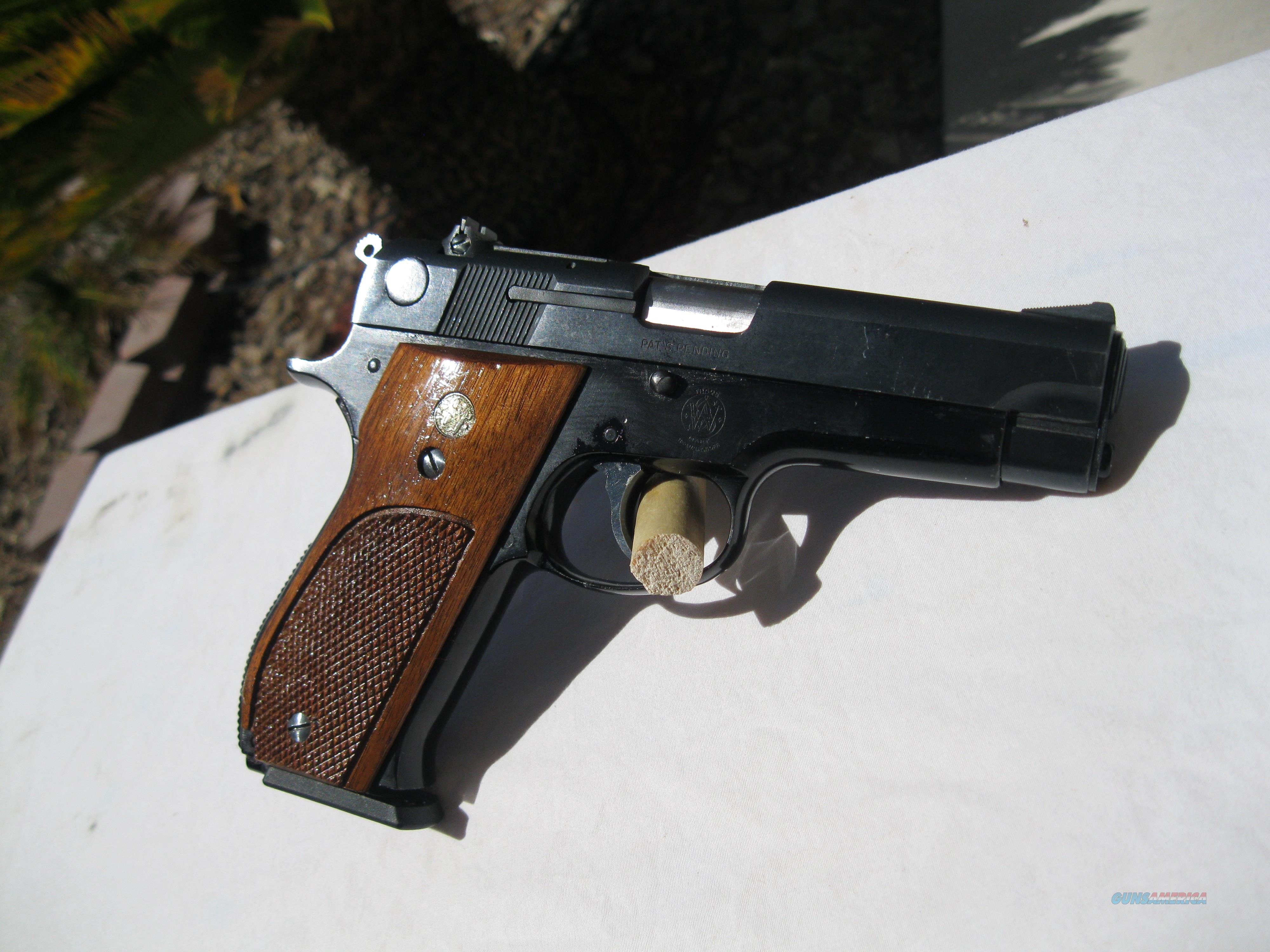 S&W Model 39-2: in blued steel (slide) and wood  Guns > Pistols > Smith & Wesson Pistols - Autos > Alloy Frame