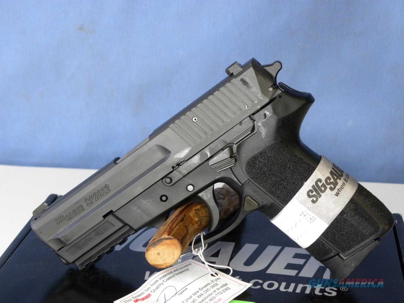 Sig Sauer E2022-40-BSS  Guns > Pistols > Sig - Sauer/Sigarms Pistols > 2022