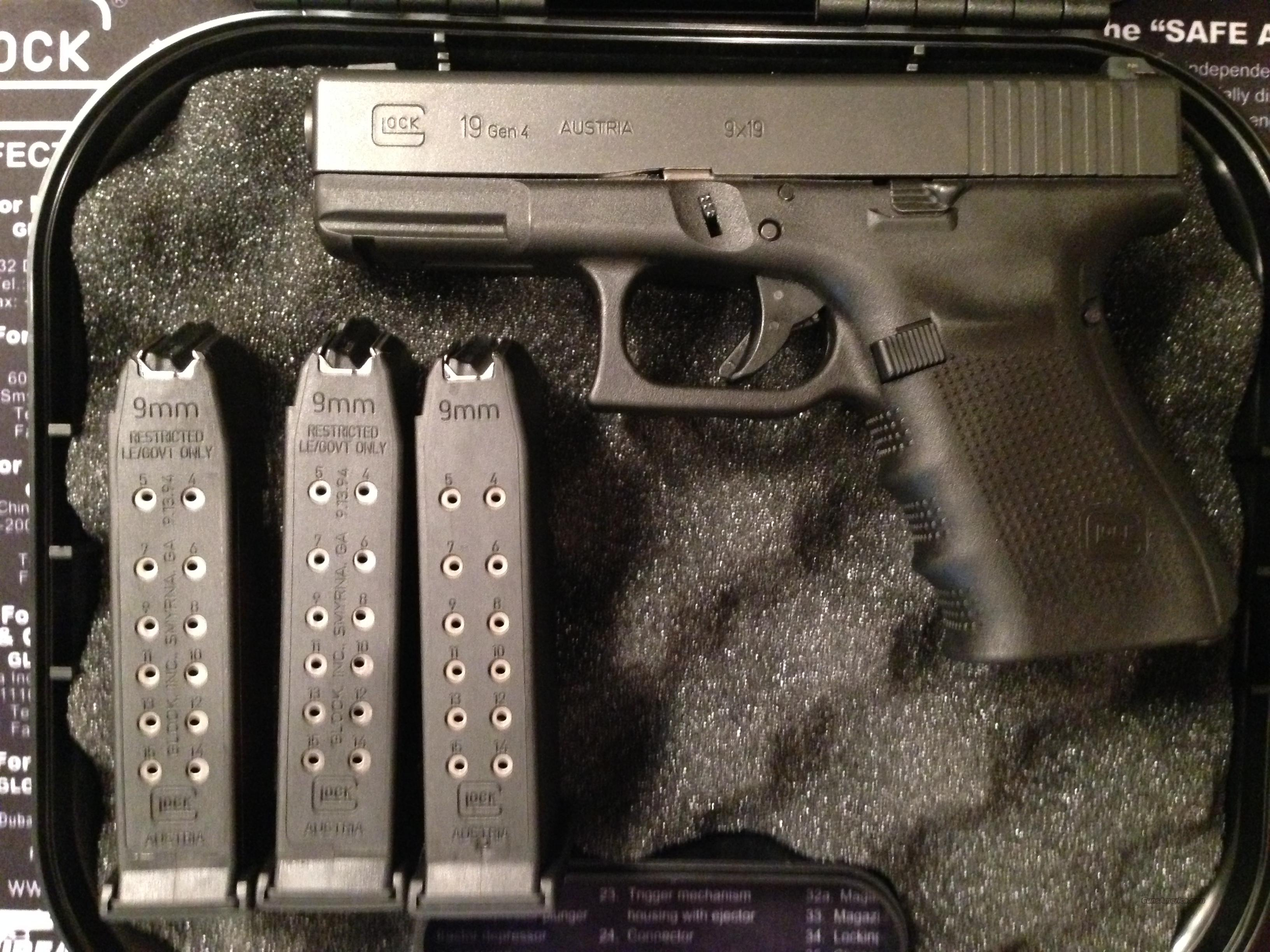 Glock 19 Generation 4 with w/Night Sights  Guns > Pistols > Glock Pistols > 19
