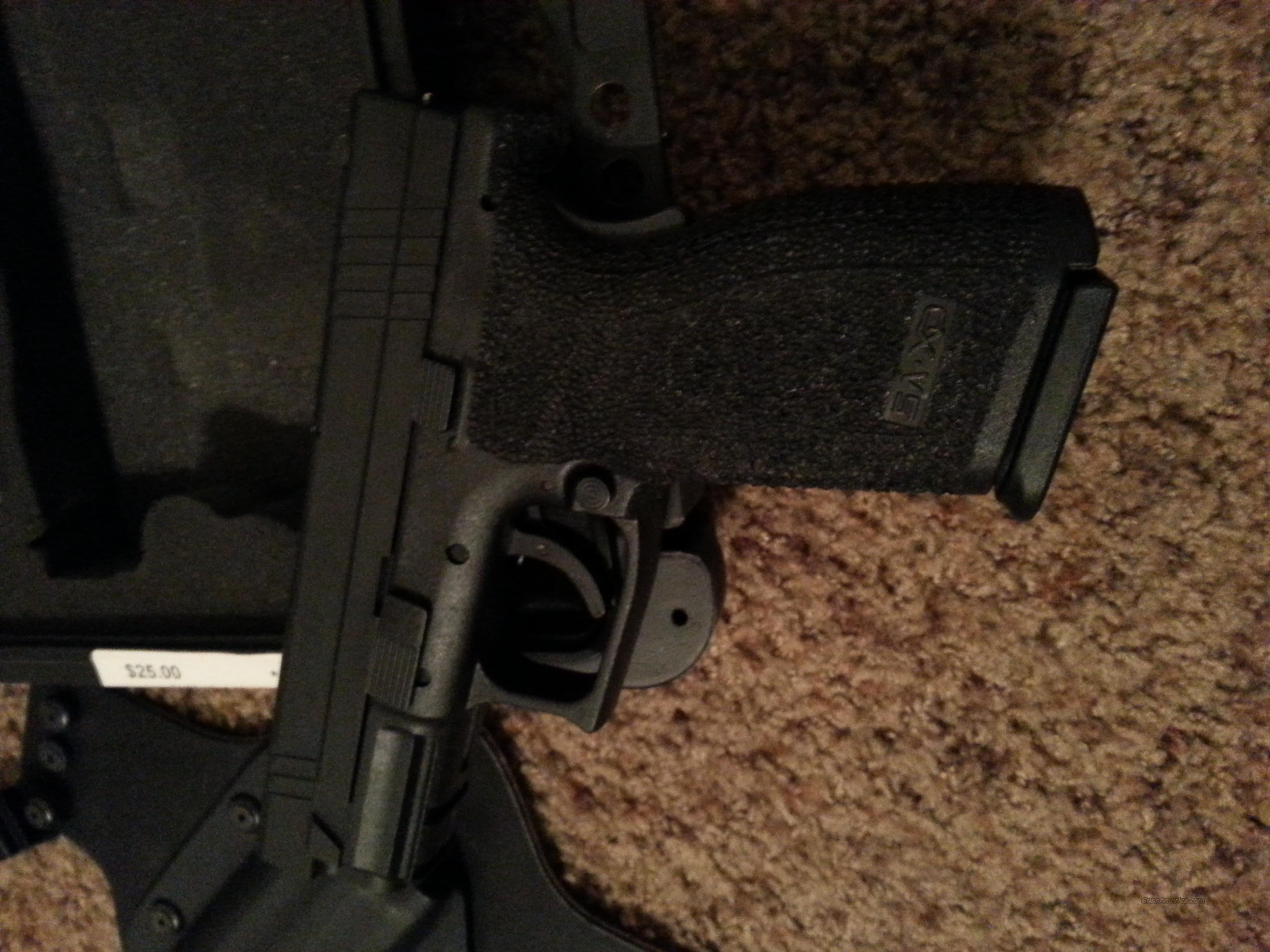 "Springfield XD 40 4"" service W/Gear + Extras!!! Reduced***  Guns > Pistols > Springfield Armory Pistols > XD (eXtreme Duty)"