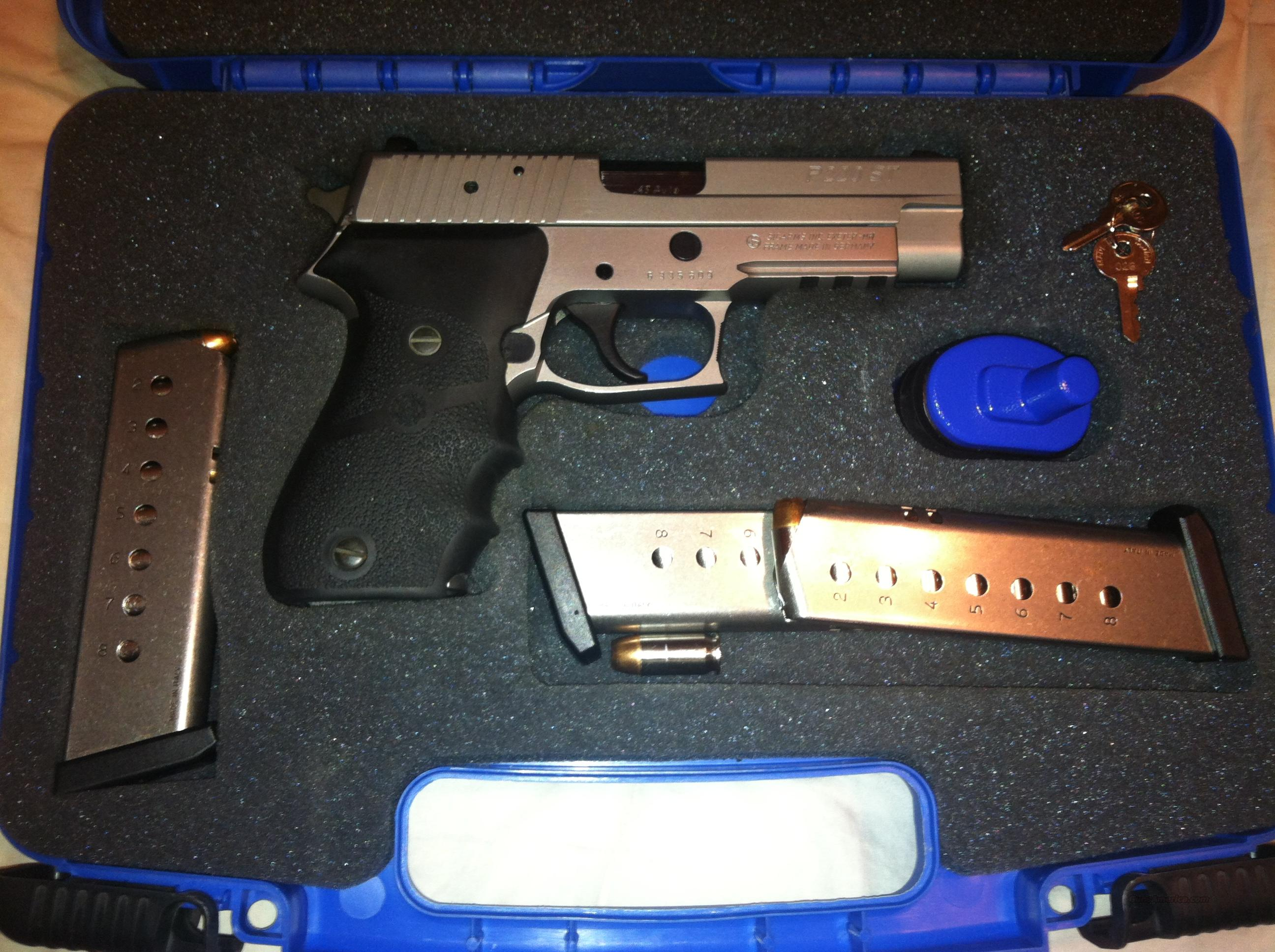 Sig Sauer P220 ST 45 Stainless w/ Night Sites and 3 Magazines  Guns > Pistols > Sig - Sauer/Sigarms Pistols > P220
