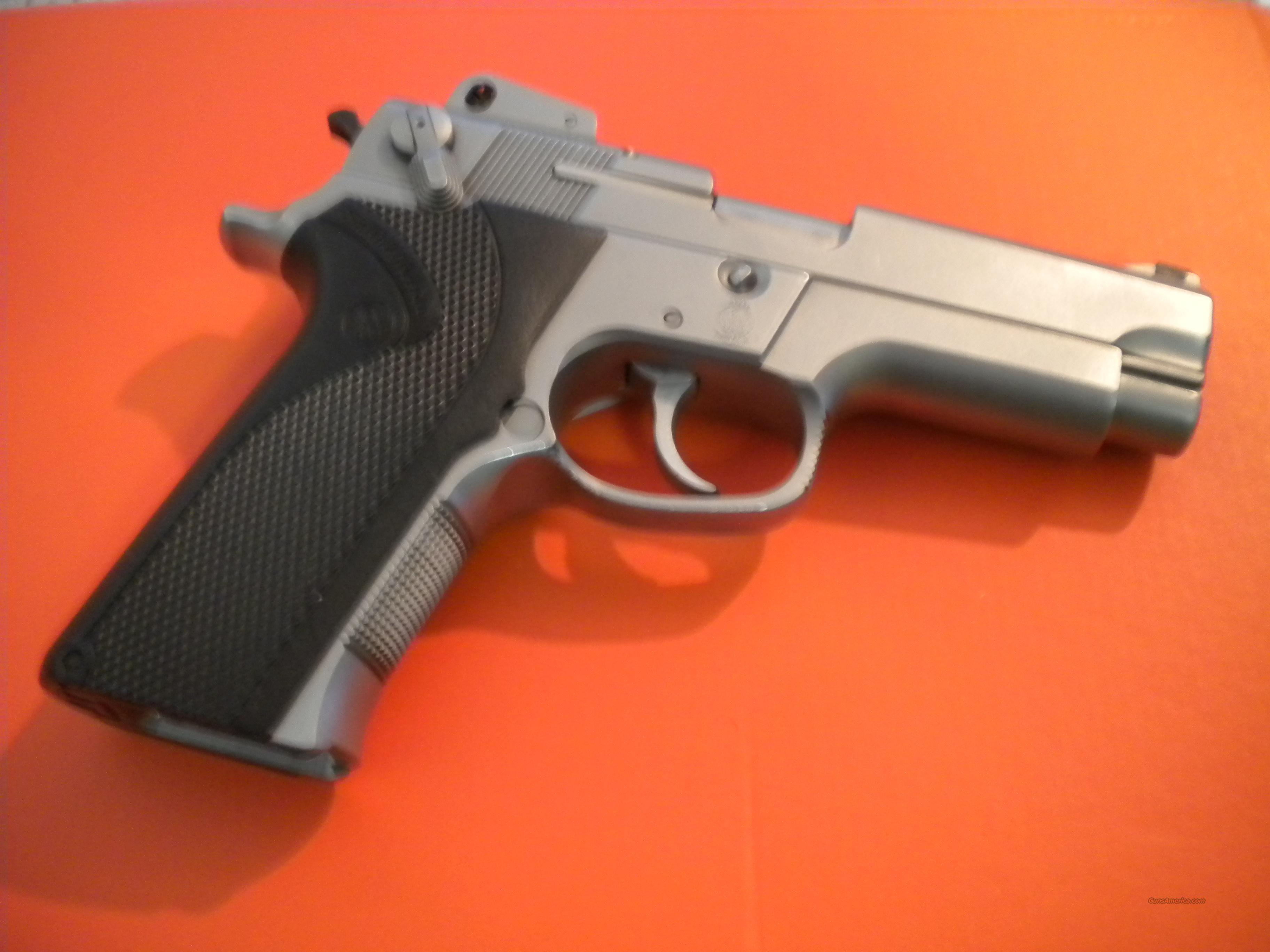 Smith & Wesson Stainless 40 cal. Semi Auto Pistol  Guns > Pistols > Smith & Wesson Pistols - Autos > Alloy Frame