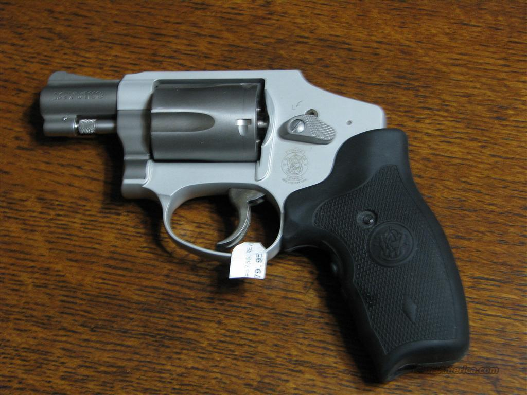 Smith and Wesson S&W 642 w/ laser  Guns > Pistols > Smith & Wesson Revolvers > Full Frame Revolver