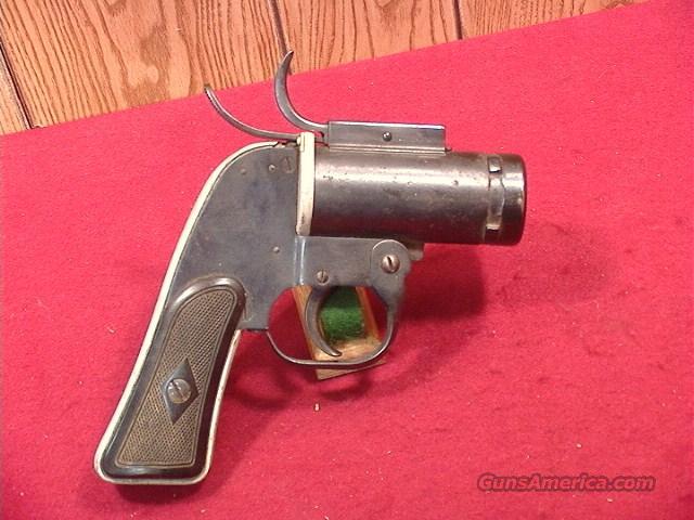 C165 US WWII EUREKA VACUUM CLEANER CO. AN-M8 FLARE PISTOL  Guns > Pistols > Military Misc. Flareguns