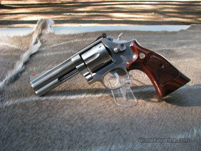 S&W 686 4-inch stainless L-frame, as new for sale
