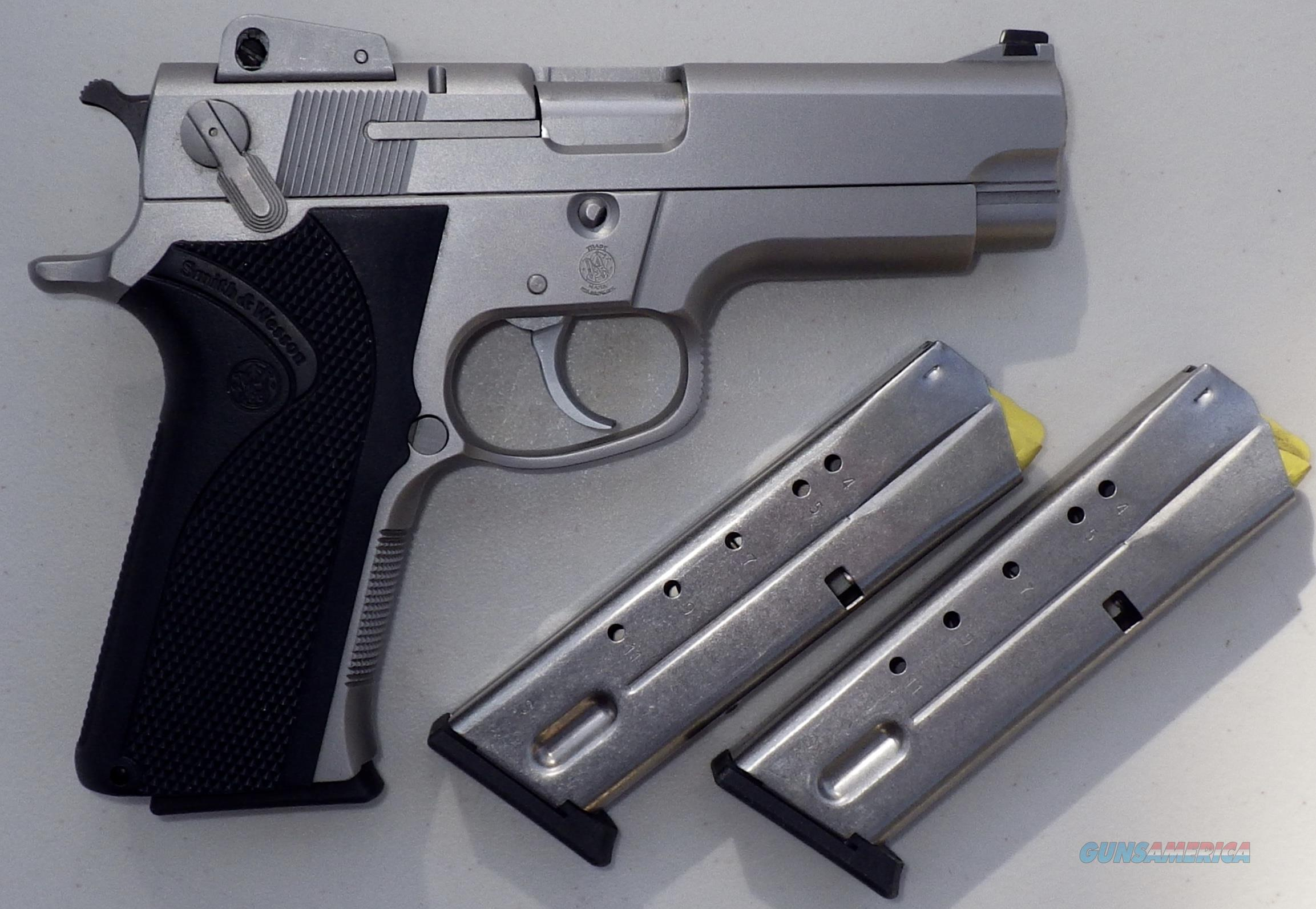 Smith & Wesson 4006 .40 S&W, 3 magazines, new condition wth box and papers  Guns > Pistols > Smith & Wesson Pistols - Autos > Steel Frame