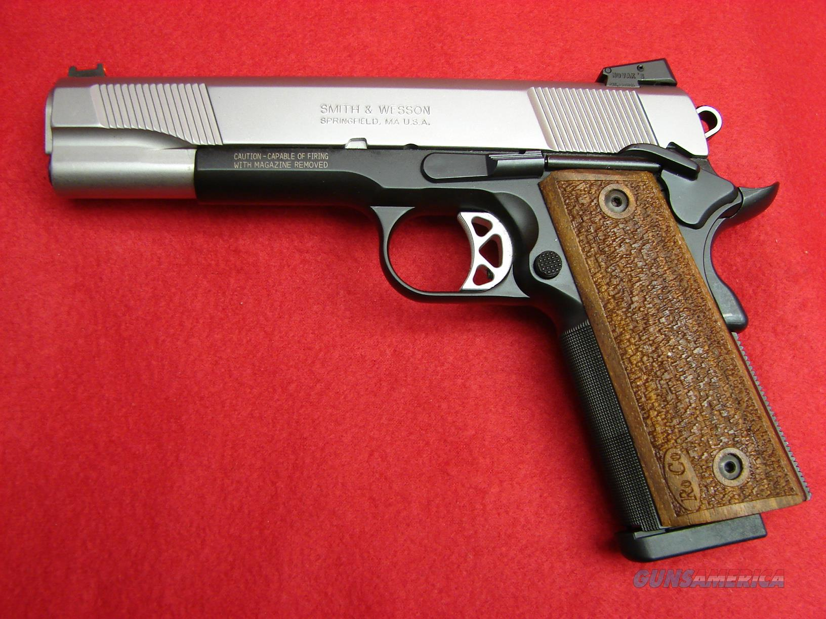 Smith & Wesson SW1911 - Pro Series - 45acp - NIB  Guns > Pistols > Smith & Wesson Pistols - Autos > Steel Frame