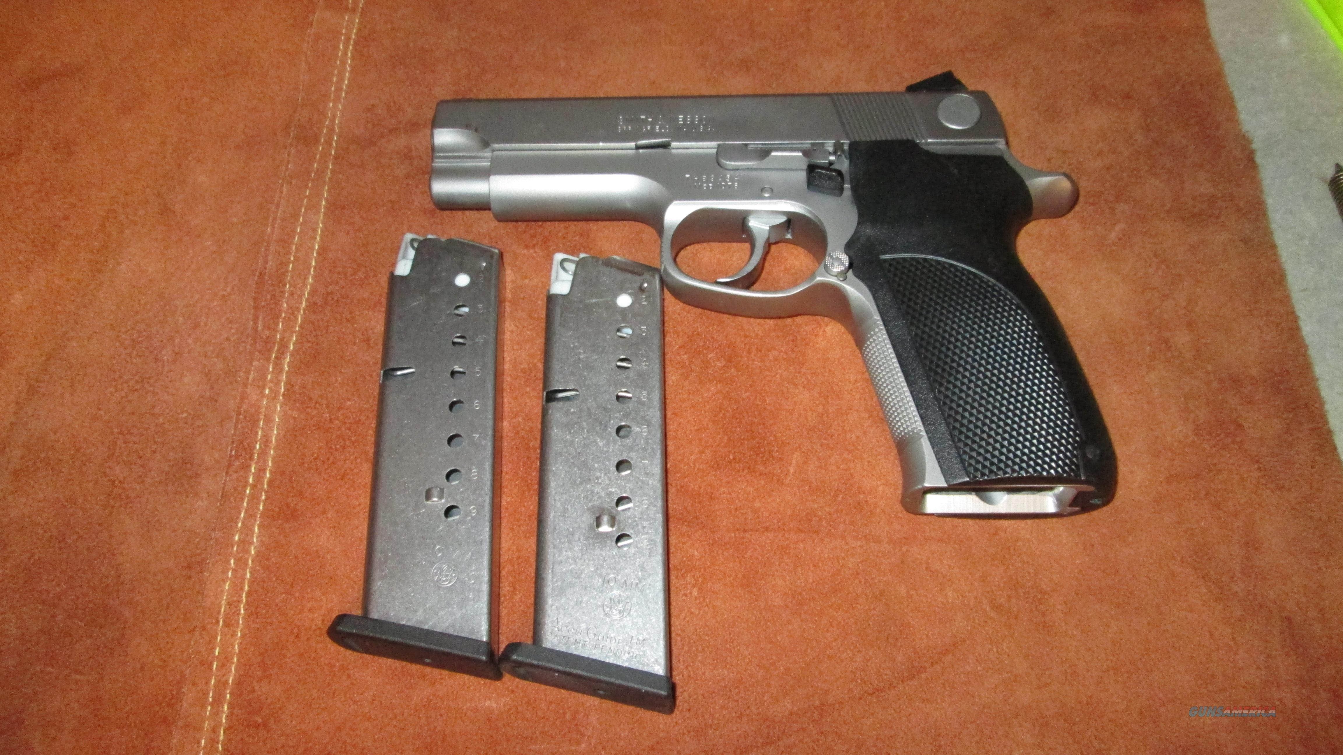 RARE Smith & Wesson (S&W) 1076 10MM 2 Mags VERY NICE  Guns > Pistols > Smith & Wesson Pistols - Autos > Steel Frame