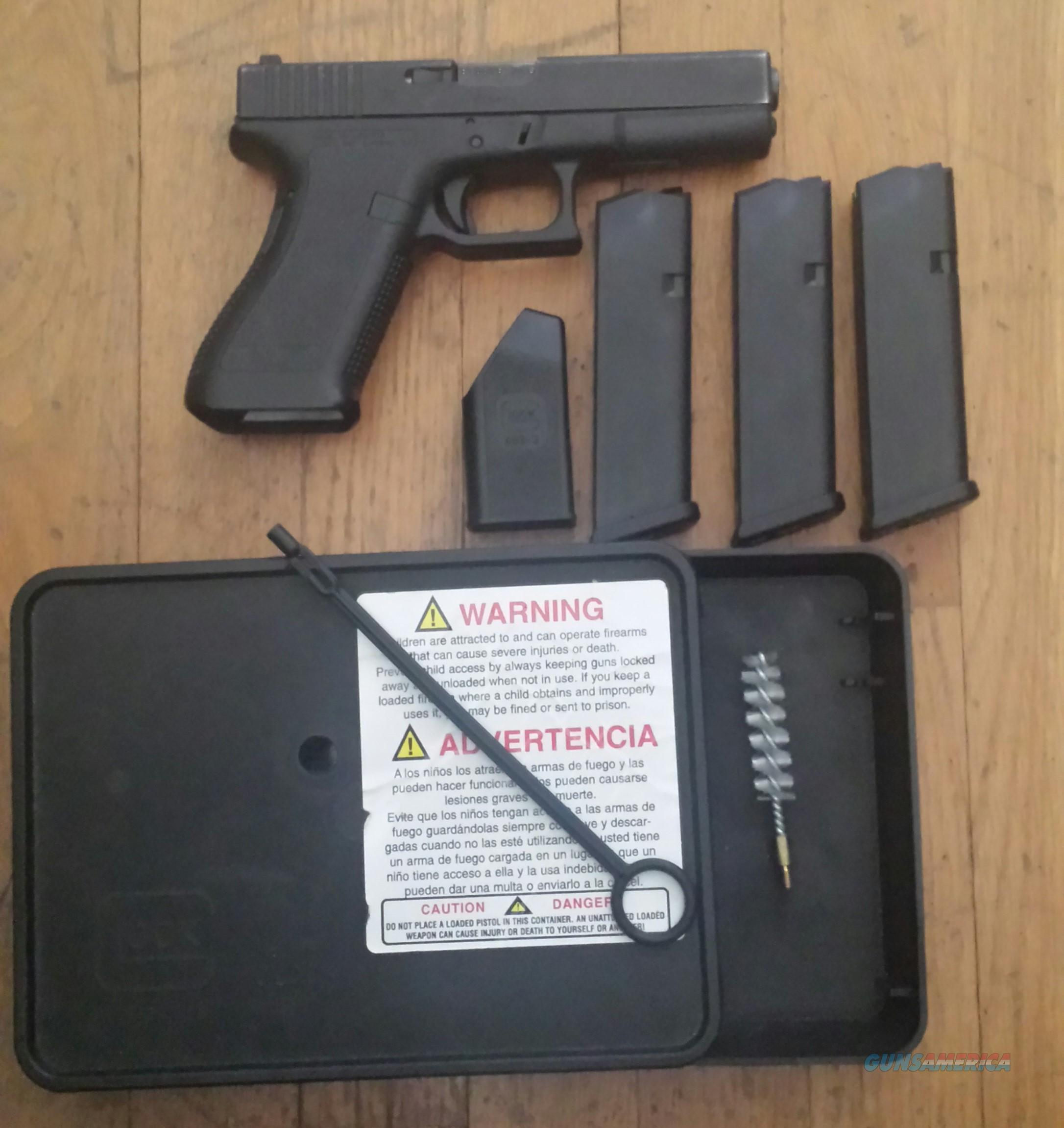 Glock Model 22,  .40 cal, Gen 2, Night Sites  Guns > Pistols > Glock Pistols > 22