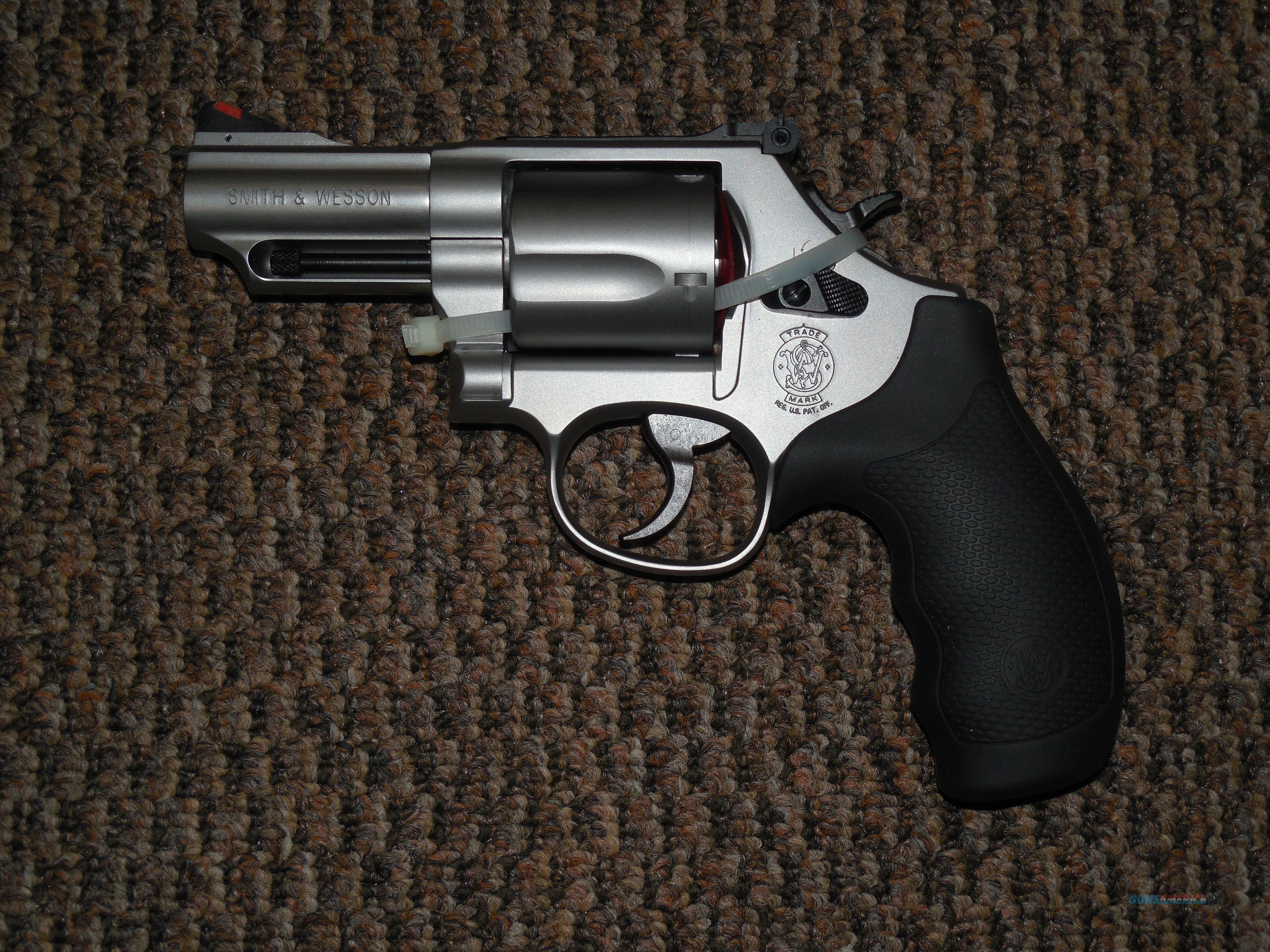 S&W MODEL 69 FIVE-SHOT .44 MAGNUM WITH 2-3/4-INCH BARREL  Guns > Pistols > Smith & Wesson Revolvers > Full Frame Revolver