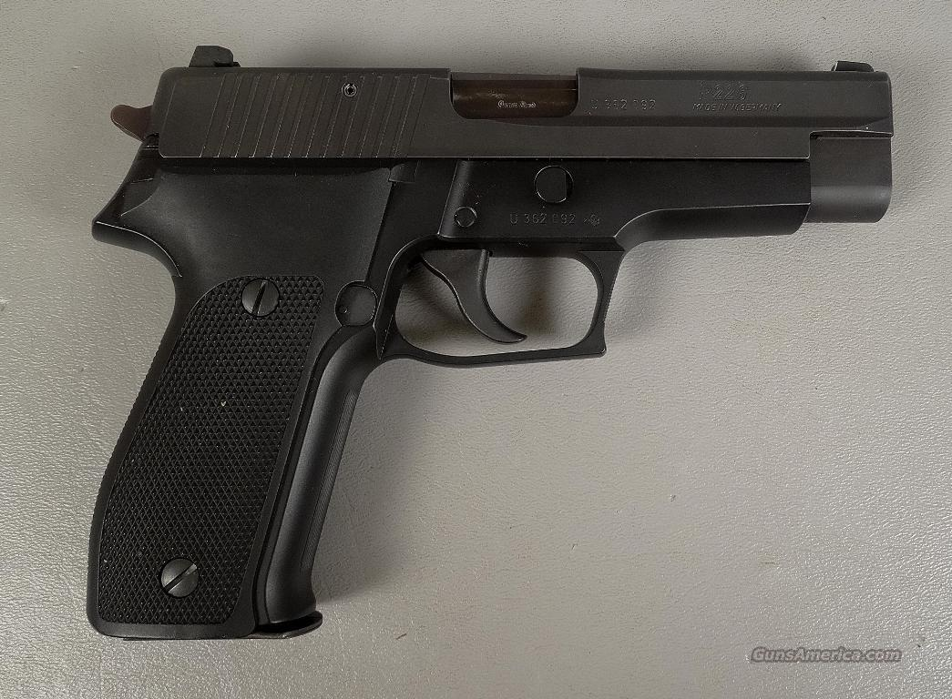 SIG P226 9MM Auto with a total of 4 Magazines  Guns > Pistols > Sig - Sauer/Sigarms Pistols > P226