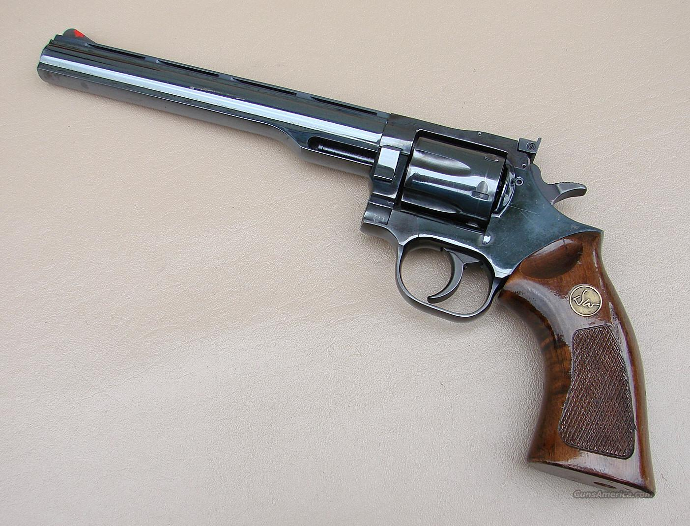 Dan Wesson 357 Magnum Revolver with an 8 Inch Barrel  Guns > Pistols > Dan Wesson Pistols/Revolvers > Revolvers