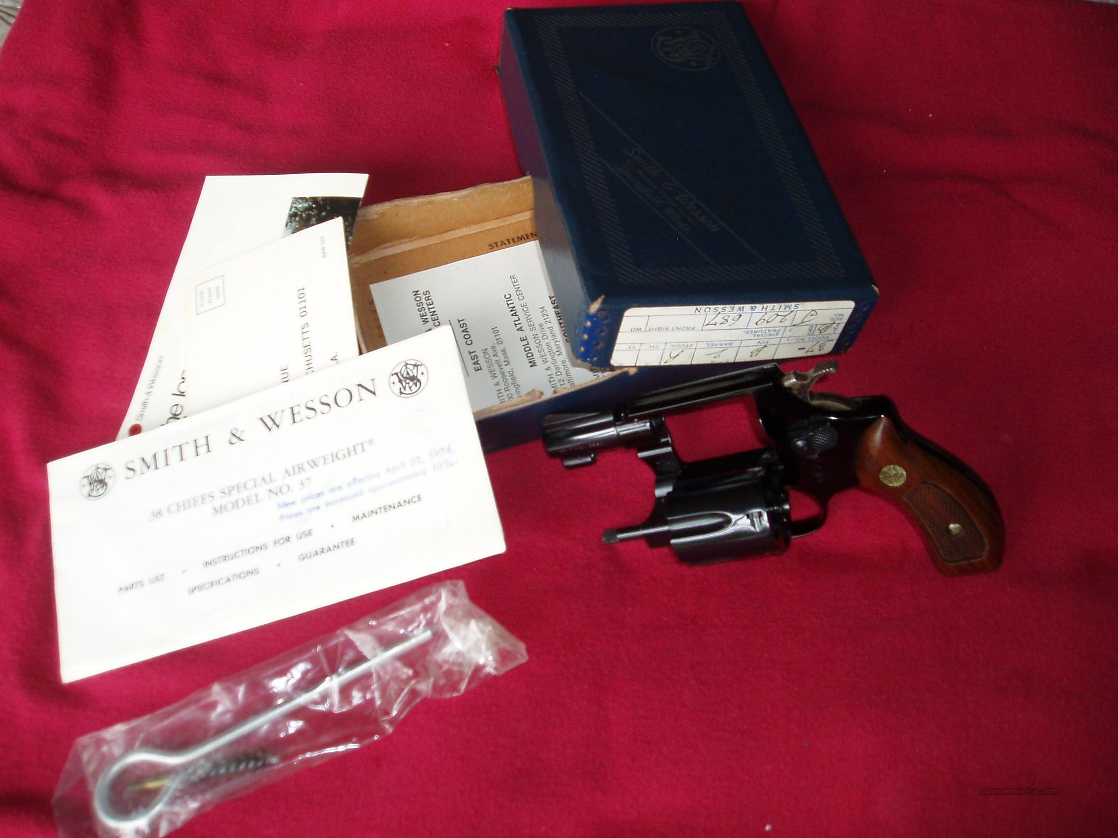 Smith & Wesson  Model 37 Chief Special Airweight  .38 Spl. caliber Revolver   Guns > Pistols > Smith & Wesson Pistols - Autos > Steel Frame
