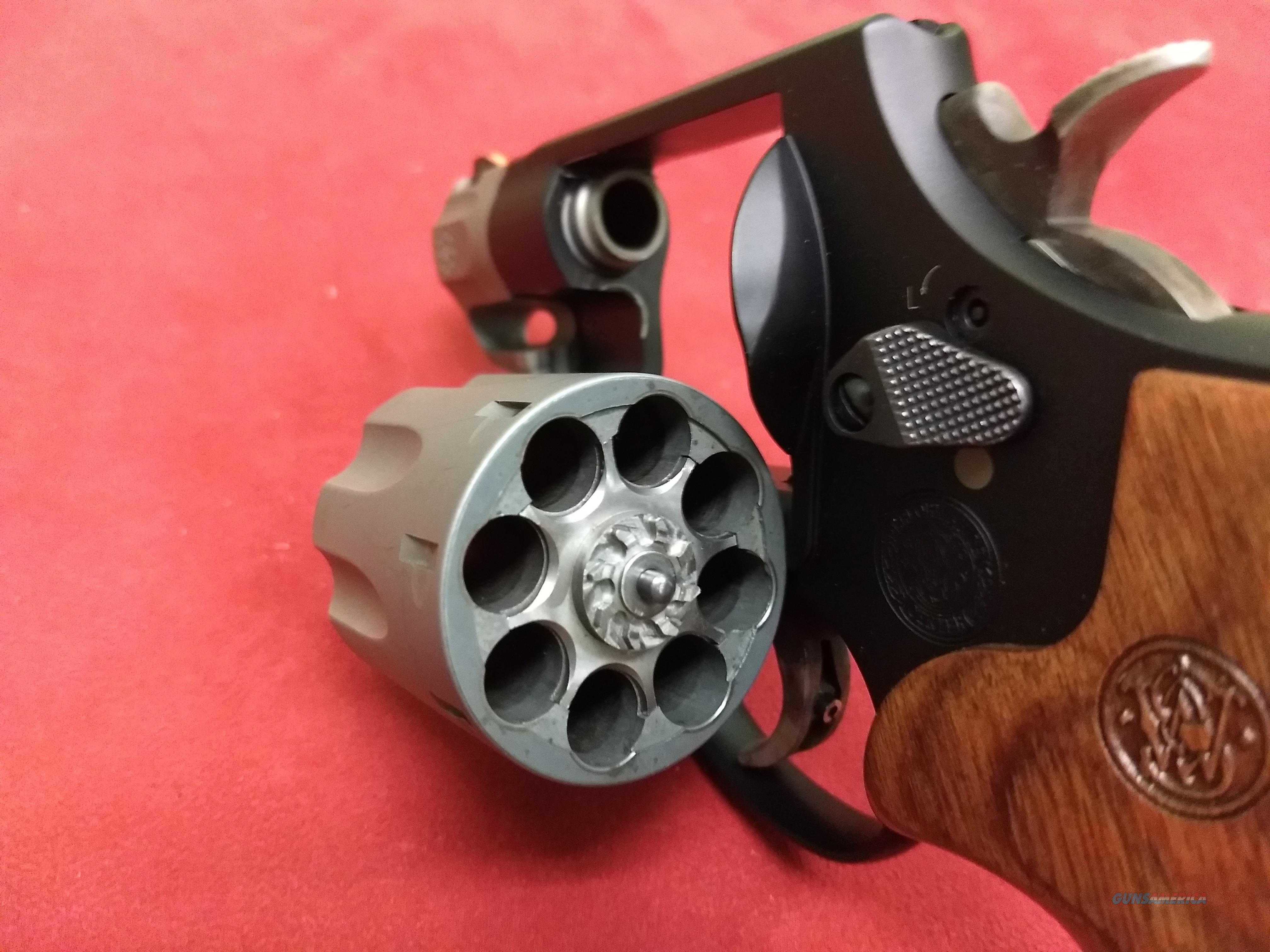 S&W 327, 8 shot .357 Magnum Snubbie!  Guns > Pistols > Smith & Wesson Revolvers > Full Frame Revolver