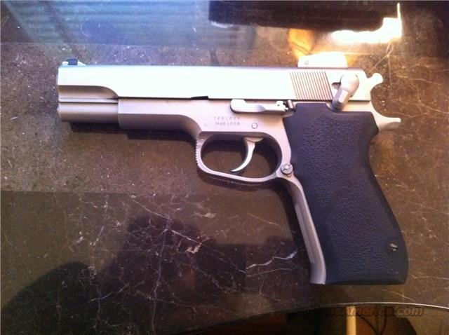 Smith Wesson 10mm Adj sights and 5 mags  Guns > Pistols > Smith & Wesson Pistols - Autos > Alloy Frame