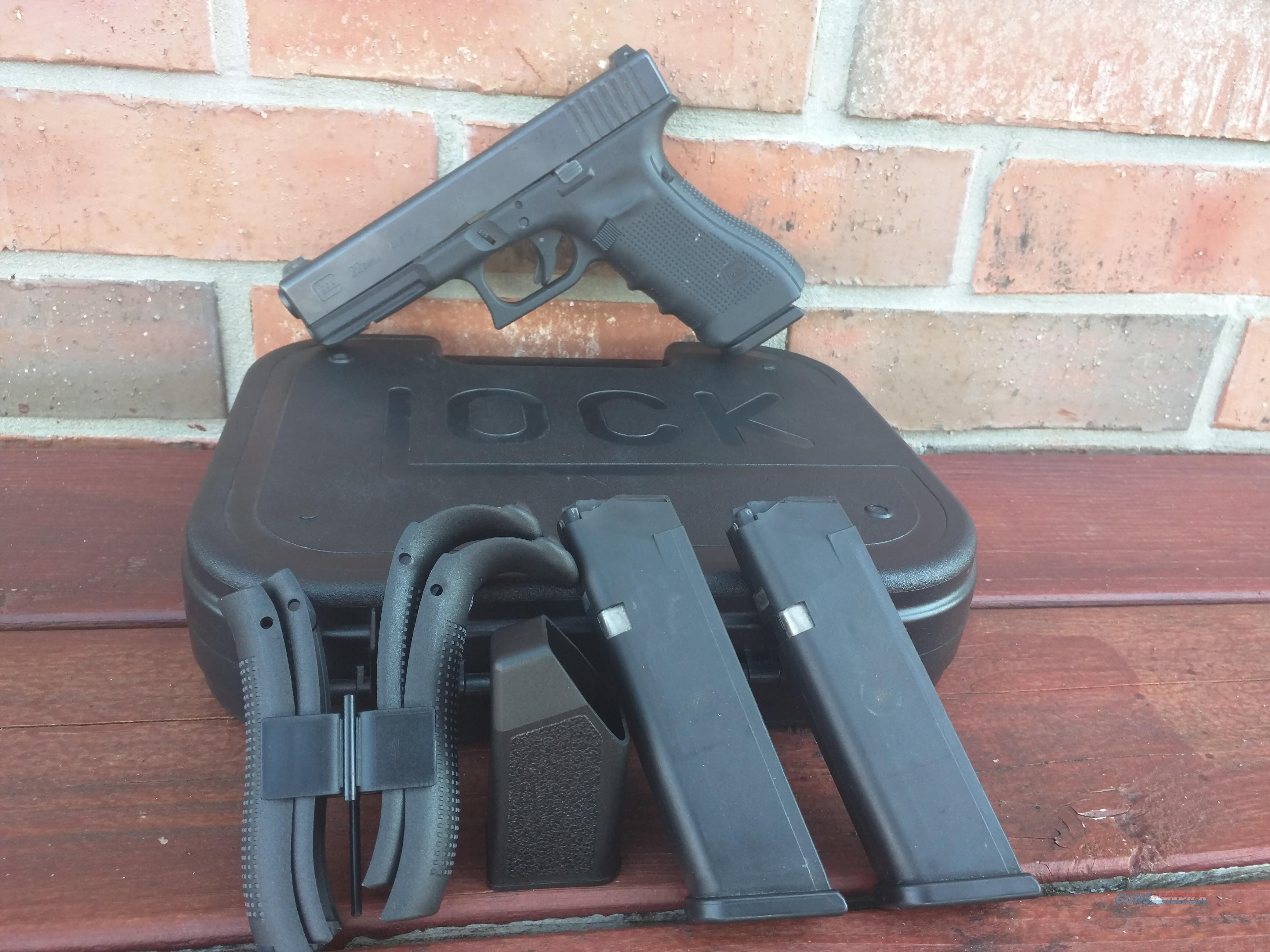 Glock 22, GEN 4, 40 S&W (3) 15 rd Mags, NIGHT SIGHTS,  used ( see pictures )  Guns > Pistols > Glock Pistols > 22