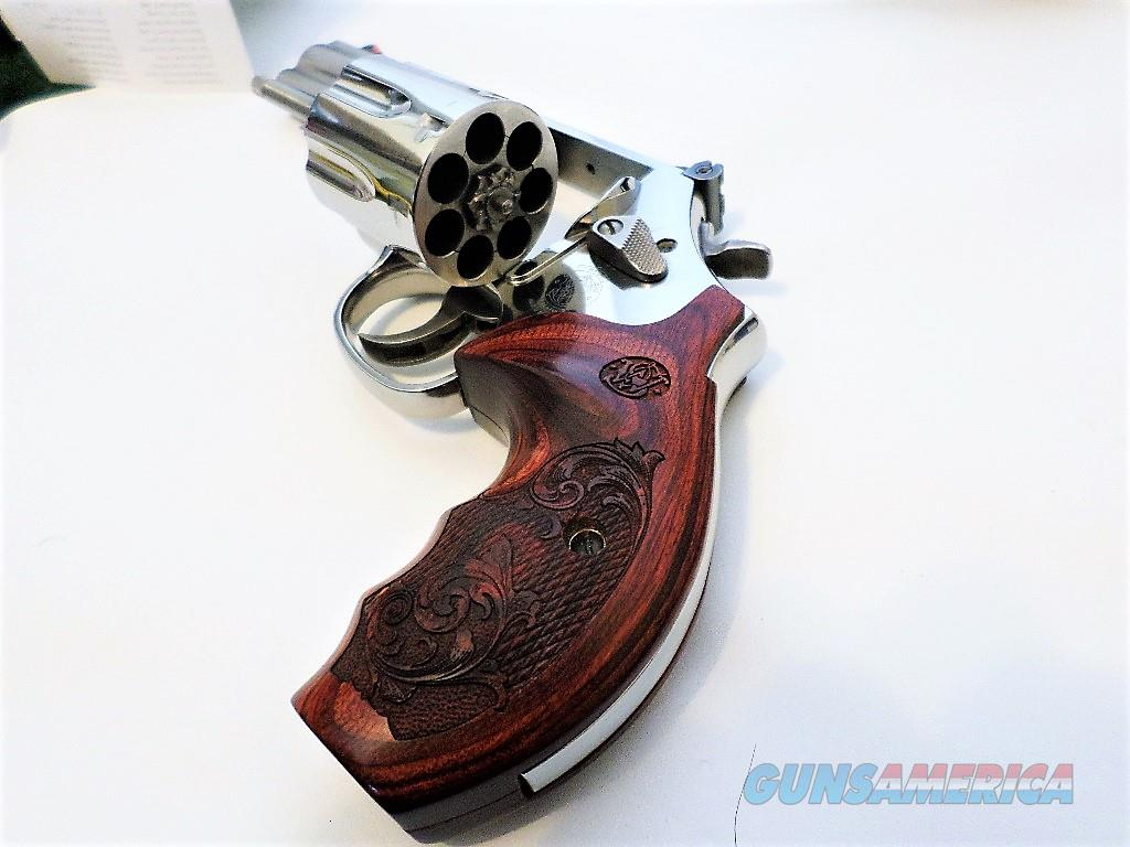 Smith & Wesson 686 Plus Deluxe  Guns > Pistols > Smith & Wesson Revolvers > Med. Frame ( K/L )