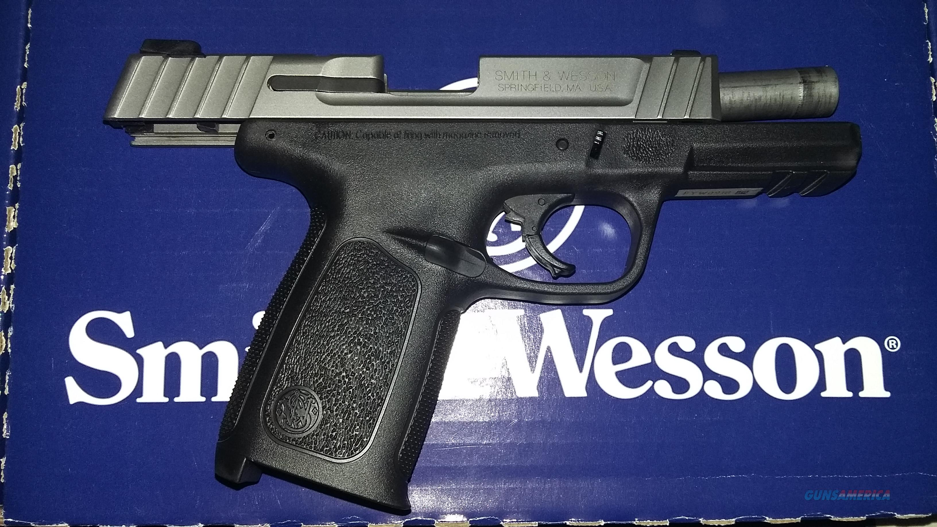 Smith & Wesson SD40 VE Semi-Auto Pistol (2 x 14 Rds Mags)  Guns > Pistols > Smith & Wesson Pistols - Autos > Polymer Frame