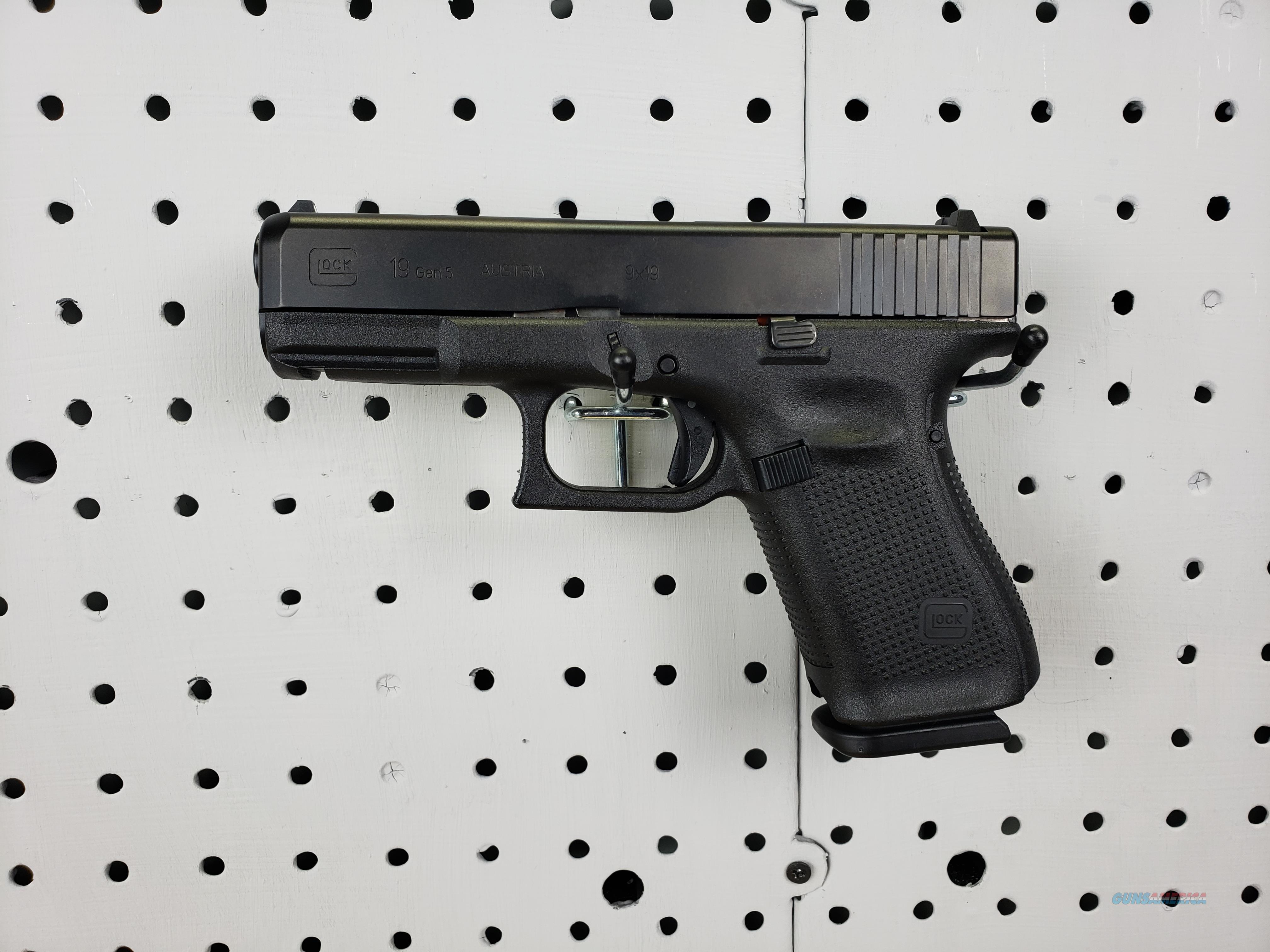 Glock Gen 5 19 Pistol Comes With Free Glock BackPack  Guns > Pistols > Glock Pistols > 19