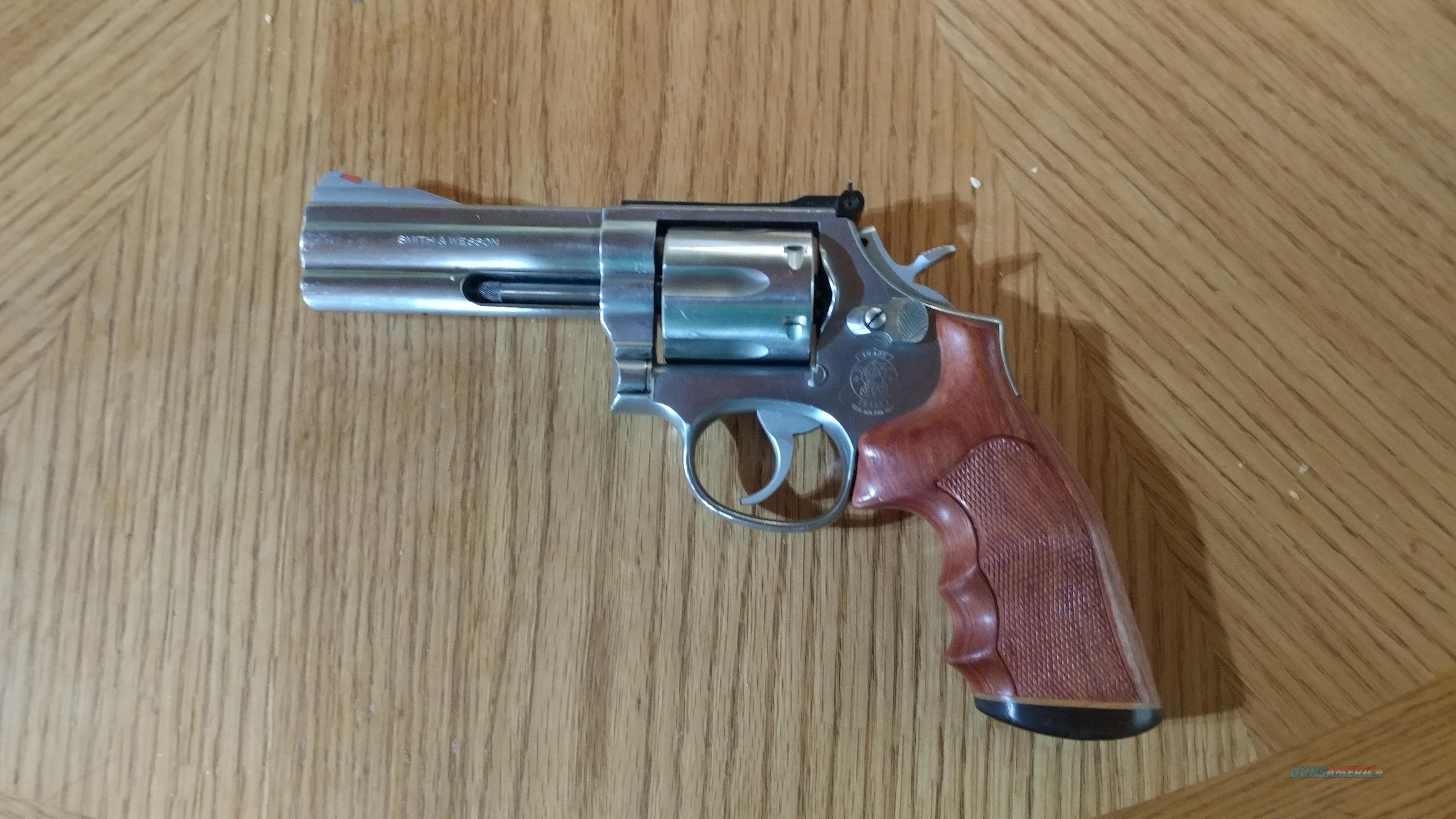 Smith & Wesson 686 Revolver,Stainless, 4 inch barrel, custom grips  Guns > Pistols > Smith & Wesson Revolvers > Full Frame Revolver
