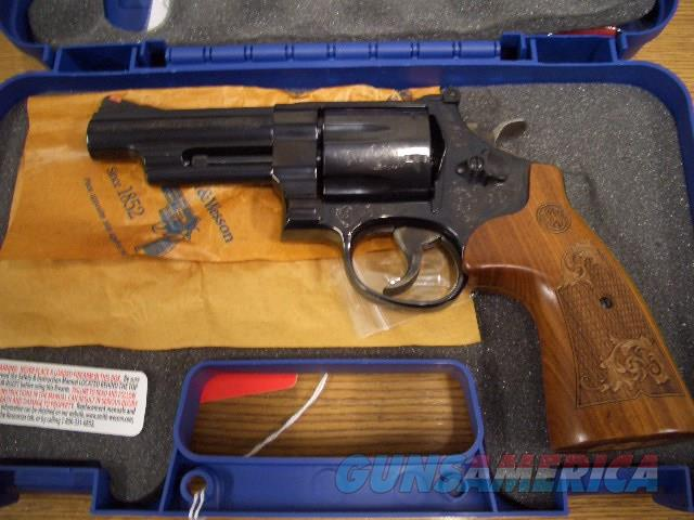 SMITH AND WESSON 29-10 ENGRAVED IN 44 MAGNUM  Guns > Pistols > Smith & Wesson Revolvers > Full Frame Revolver