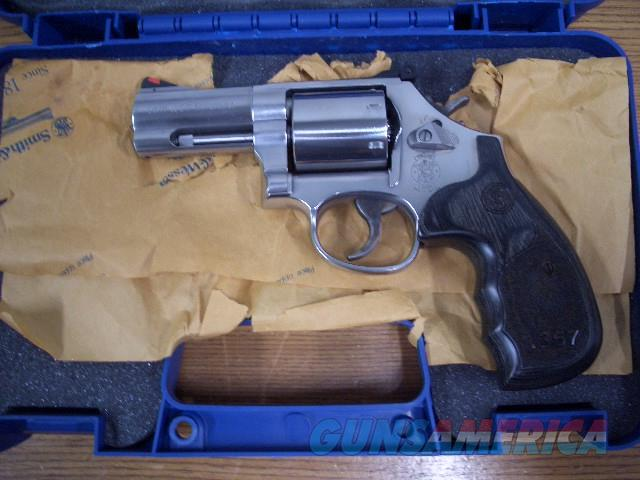 SMITH AND WESSON 686 STAINLESS IN 357 MAGNUM  Guns > Pistols > Smith & Wesson Revolvers > Med. Frame ( K/L )