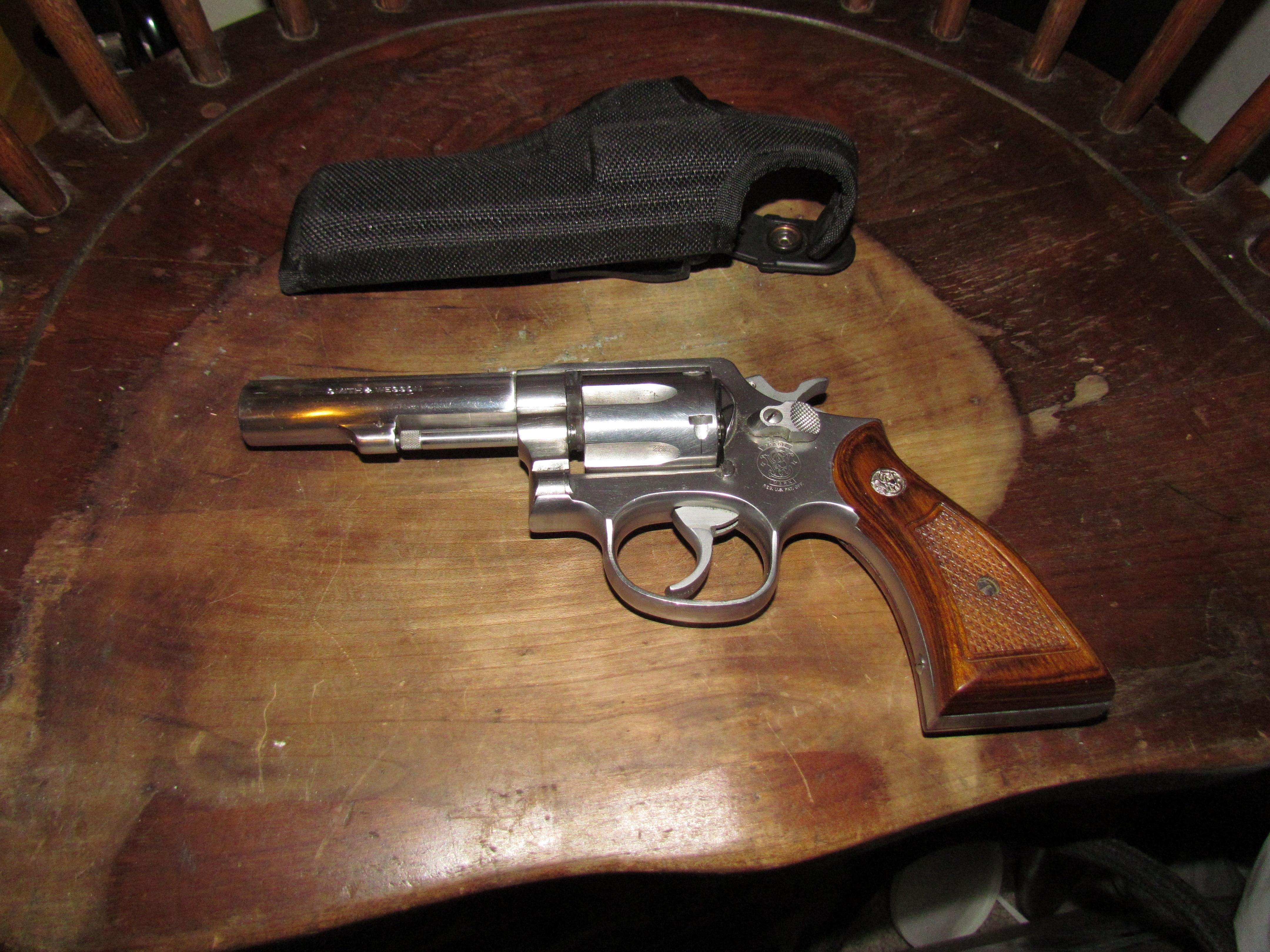 S&W 64-3 Police Gun w/S&W Dymondwood grips and Bianche holster  Guns > Pistols > Smith & Wesson Revolvers > Full Frame Revolver