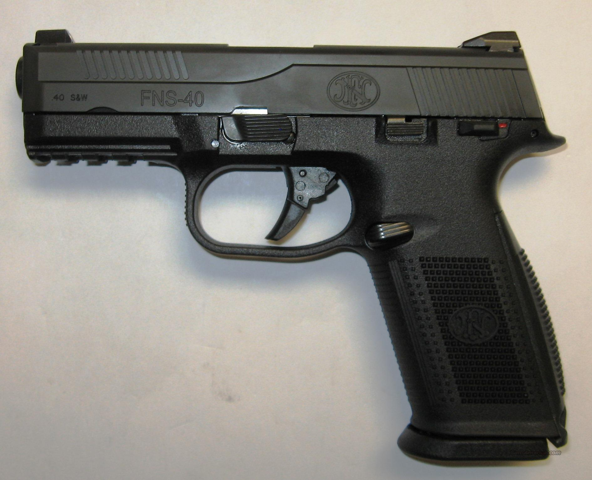 FNH FNS 40 Black W/ Nightsights  Guns > Pistols > FNH - Fabrique Nationale (FN) Pistols > FNP
