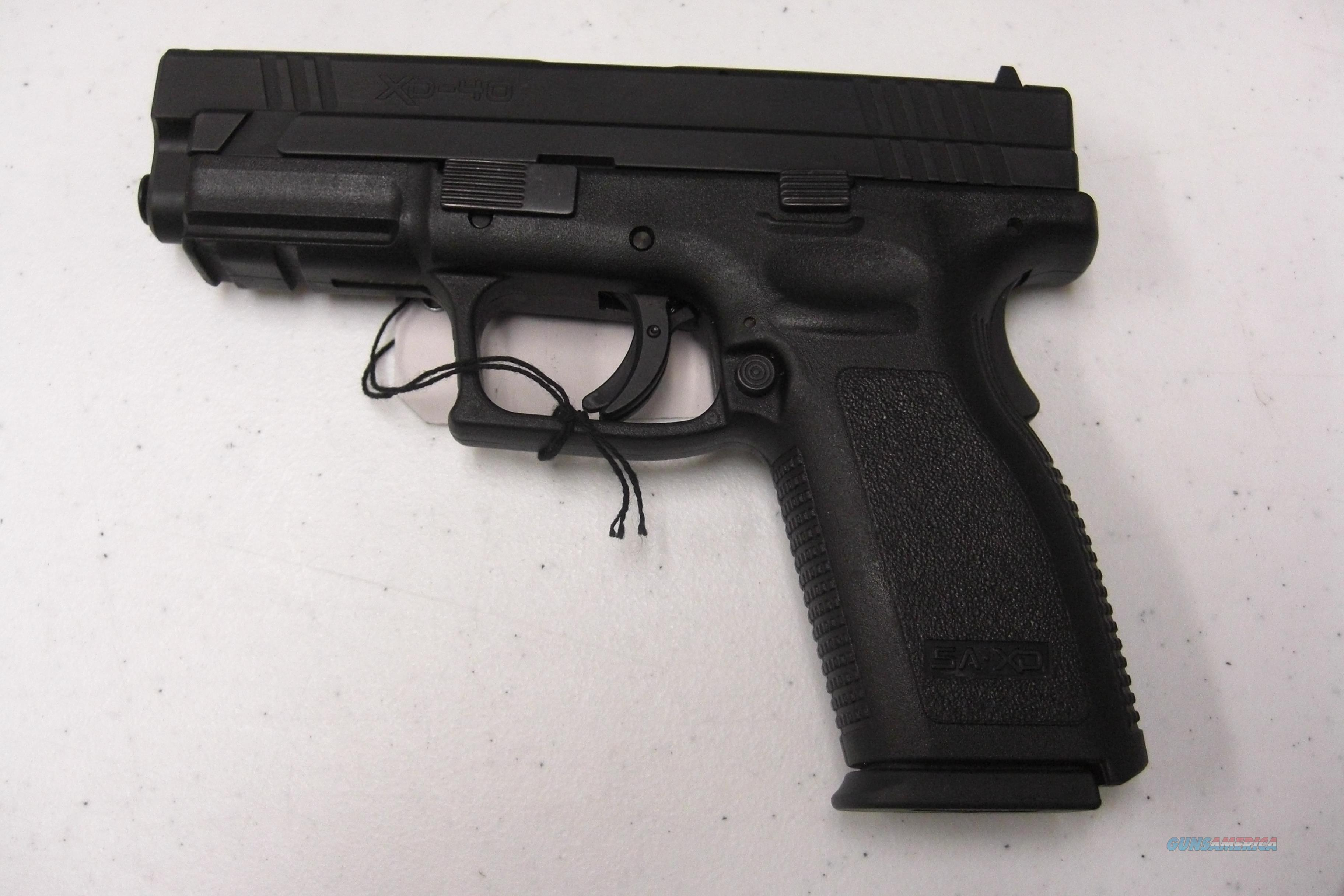SpringField Armory XD-40   w/2  12 rd mags., holster  Guns > Pistols > Springfield Armory Pistols > XD (eXtreme Duty)