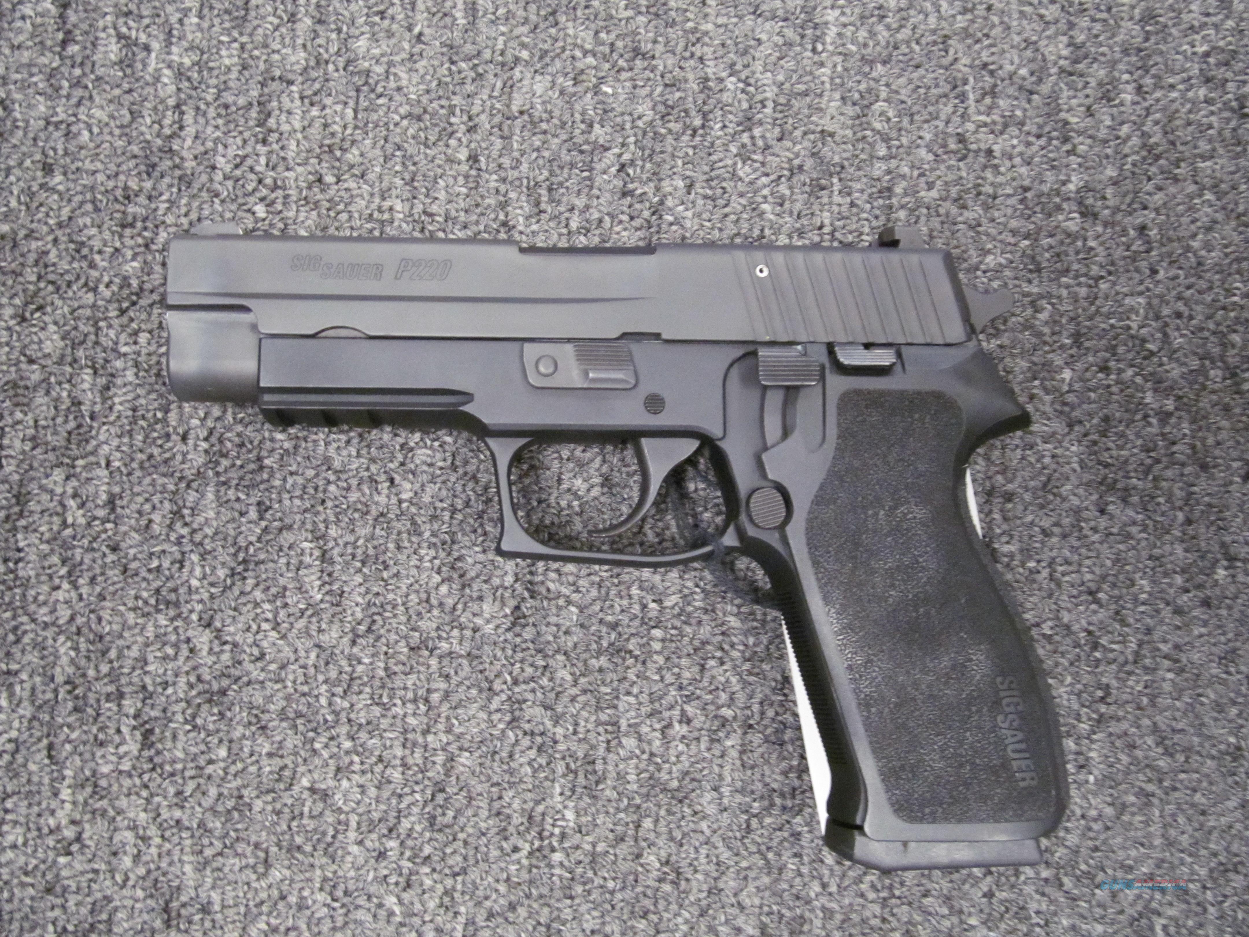 Sig Sauer P220 (used)  Guns > Pistols > Sig - Sauer/Sigarms Pistols > P220