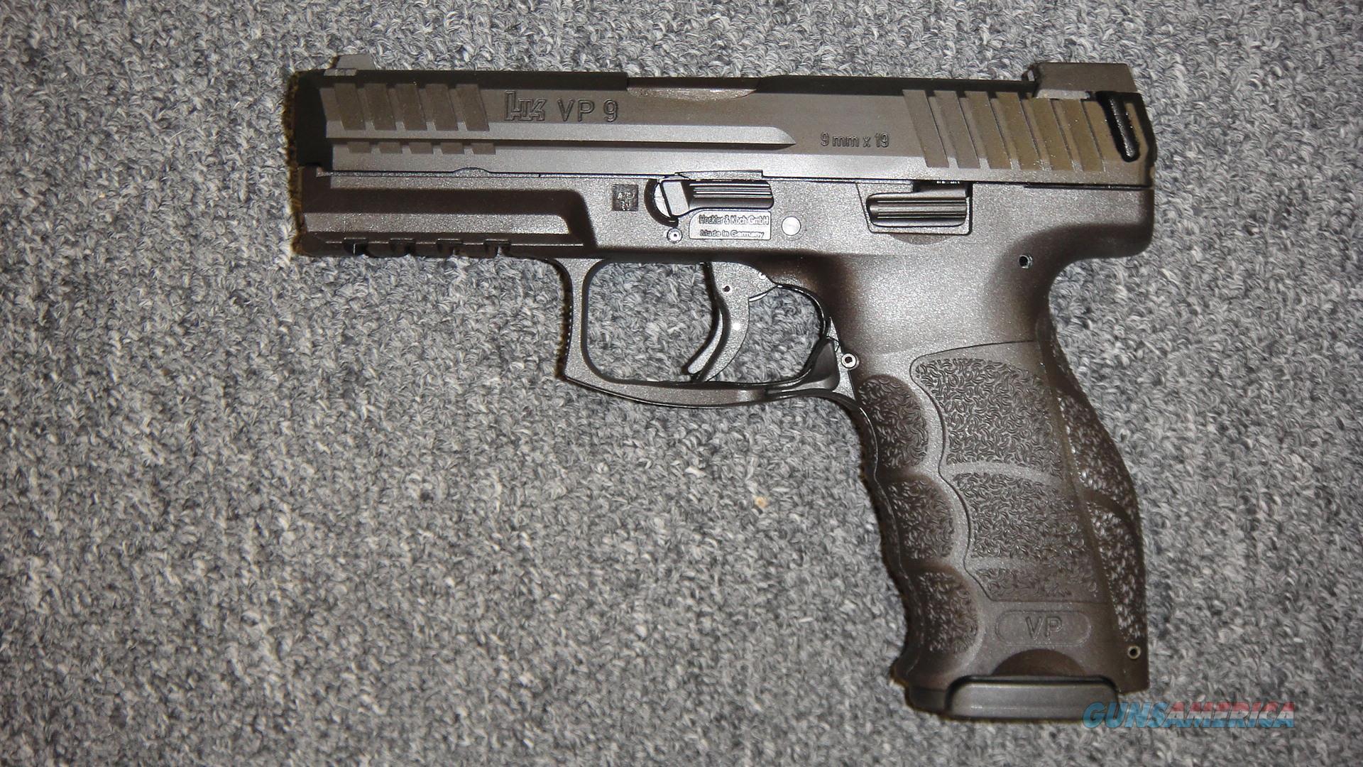 Heckler & Koch VP9 w/ night sights  Guns > Pistols > Heckler & Koch Pistols > Polymer Frame