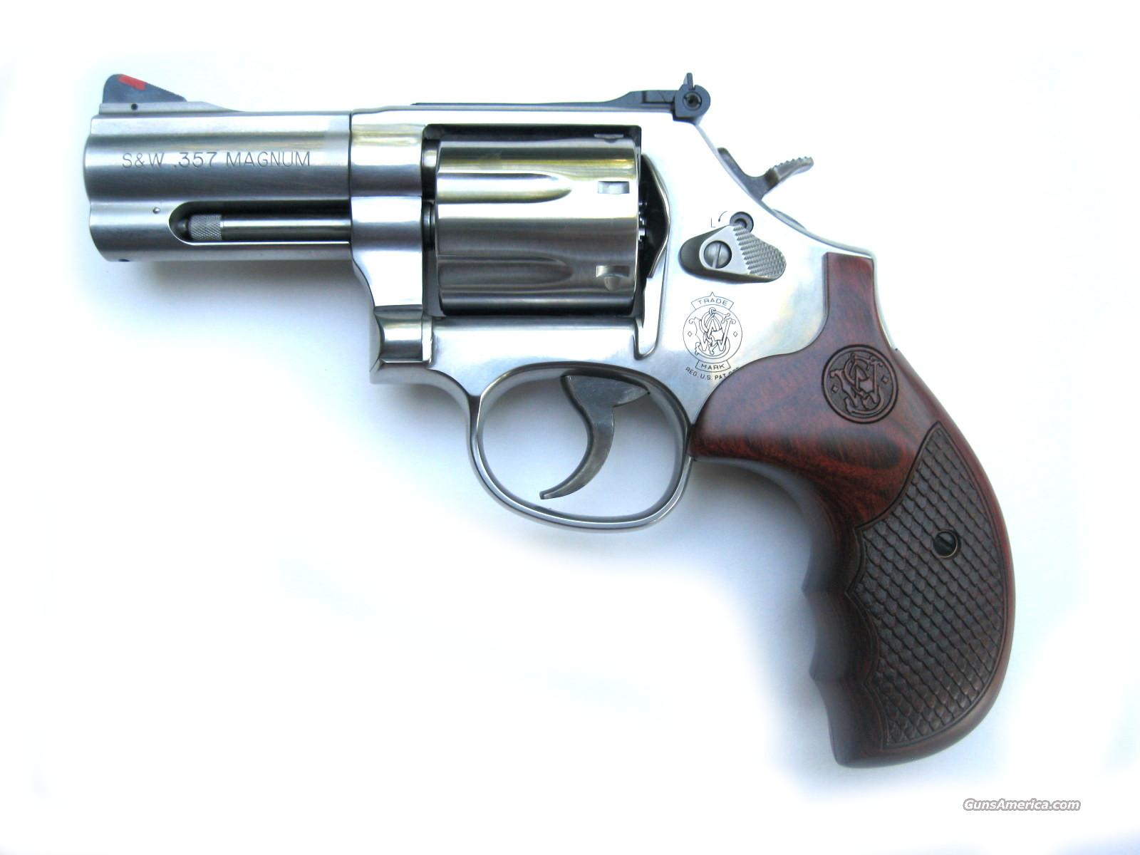 "Smith & Wesson 686 Plus Deluxe 3"" LIMITED Ed. Talo *NEW*  Guns > Pistols > Smith & Wesson Revolvers > Full Frame Revolver"