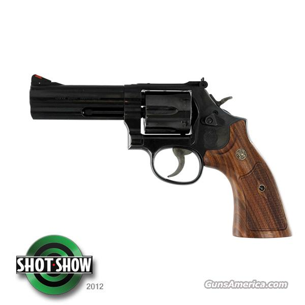 "Smith & Wesson 586 Distiguished Combat Magnum *NEW* 4""  Guns > Pistols > Smith & Wesson Revolvers > Full Frame Revolver"
