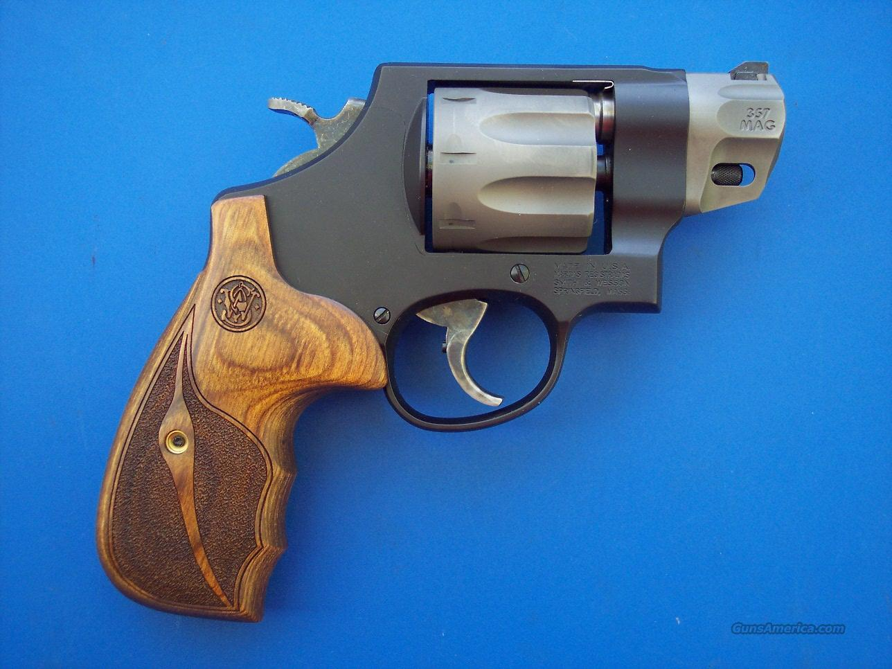Smith & Wesson 327 Performance Center 357 *NEW*  Guns > Pistols > Smith & Wesson Revolvers > Performance Center