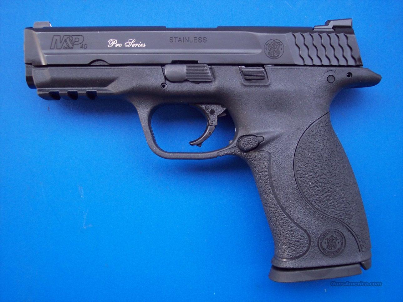 Smith & Wesson M&P Pro Series 40 S&W Night Sights *NEW*  Guns > Pistols > Smith & Wesson Pistols - Autos > Polymer Frame