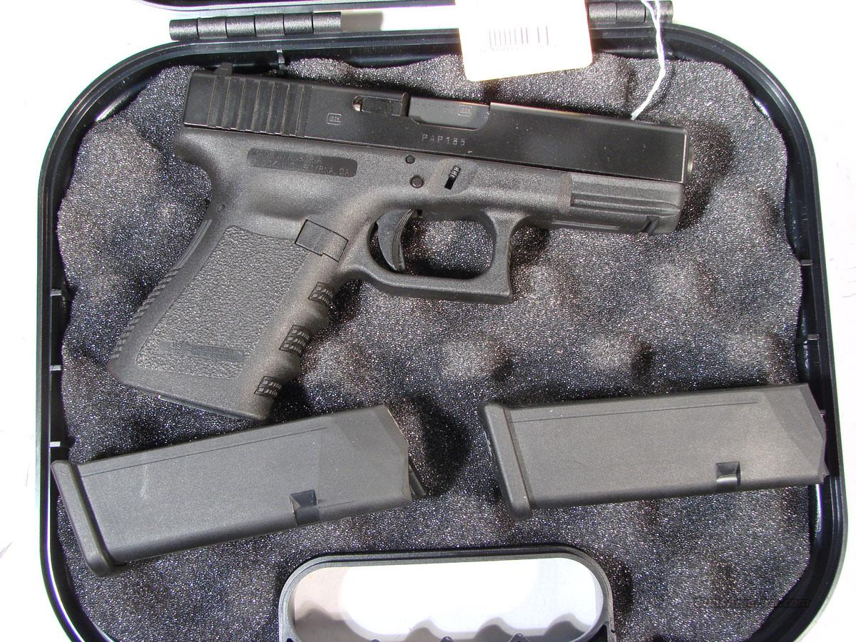 Glock 19 9mm   excellent condition (2)Mags  Guns > Pistols > Glock Pistols > 19