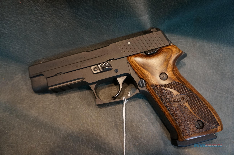 SigSauer P220 45ACP  Guns > Pistols > Sig - Sauer/Sigarms Pistols > P220