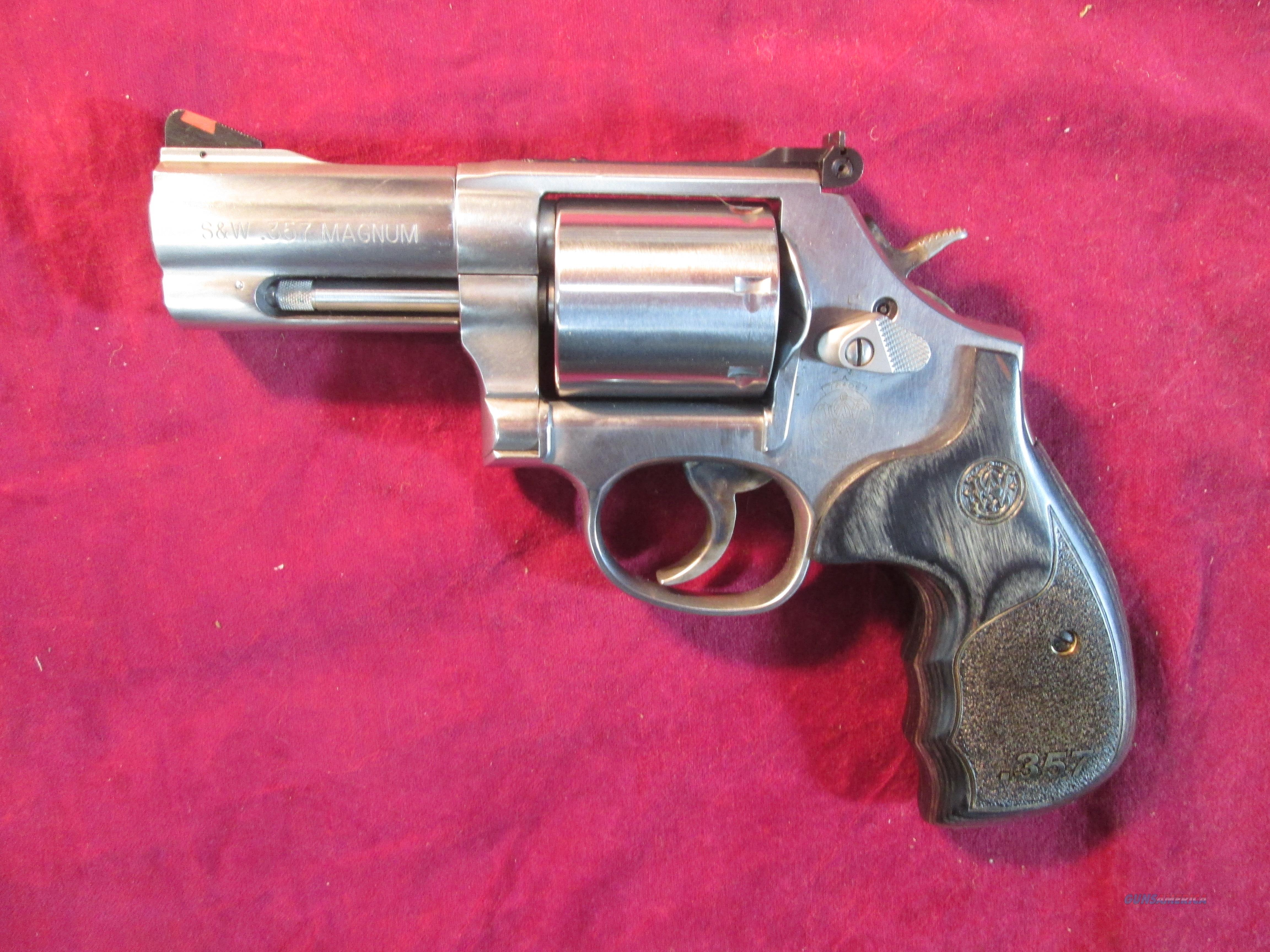 "SMITH AND WESSON MODEL 686 DELUXE 3"" 357MAG STAINLESS LNIB USED  Guns > Pistols > Smith & Wesson Revolvers > Full Frame Revolver"