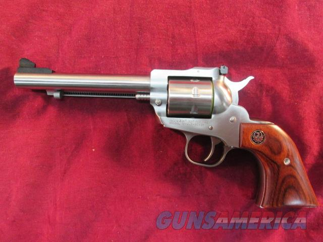 "RUGER STAINLESS SINGLE SEVEN 327 FEDERAL 5.5"" NEW  (08160)   Guns > Pistols > Ruger Single Action Revolvers > Blackhawk Type"