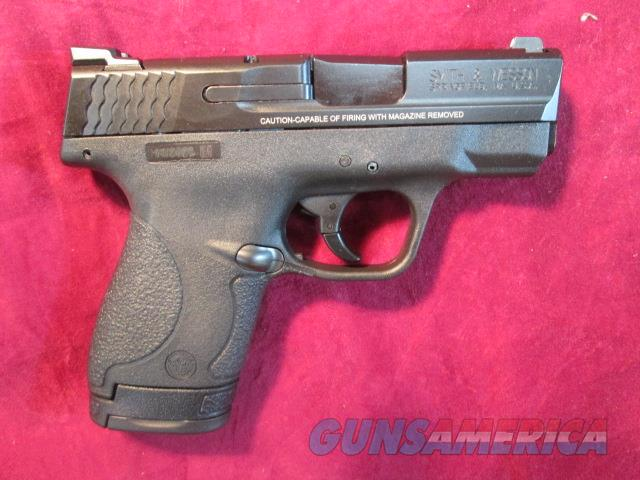 SMITH AND WESSON SHIELD 9MM W/ NIGHT SIGHTS AND THREE MAGS NEW   (10086)   Guns > Pistols > Smith & Wesson Pistols - Autos > Shield