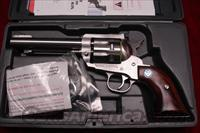 "RUGER NEW MODEL BLACKHAWK .327FED. MAG 5.5"" STAINLESS LIKE NEW (KBN-3275)   Guns > Pistols > Ruger Single Action Revolvers > Blackhawk Type"