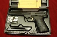 BROWNING BUCK MARK CONTOUR 5.5 URX 22CAL. NEW   Guns > Pistols > Browning Pistols > Buckmark