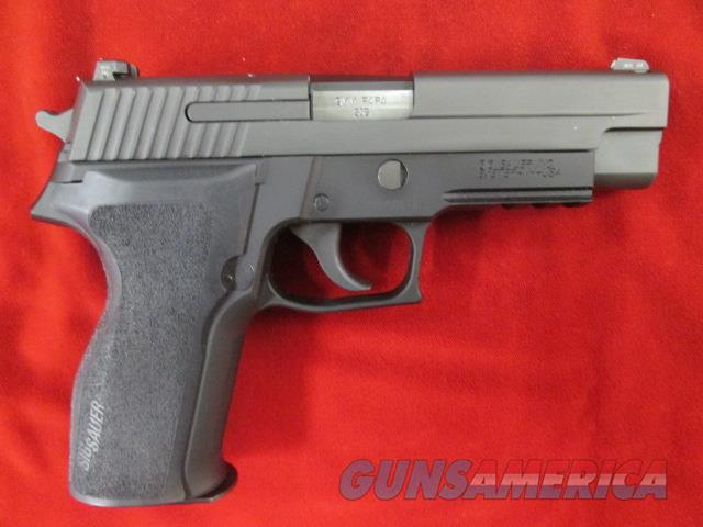 SIG SAUER P226 NITRON FINISH 9MM W/ NIGHT SIGHTS USED  Guns > Pistols > Sig - Sauer/Sigarms Pistols > P226