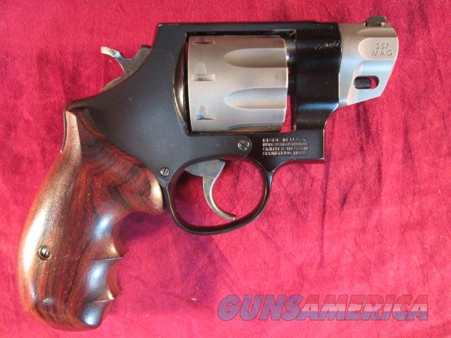 SMITH AND WESSON PERFORMANCE CENTER MODEL 327 SCANDIUM  8 SHOT 357MAG USED  Guns > Pistols > Smith & Wesson Revolvers > Performance Center