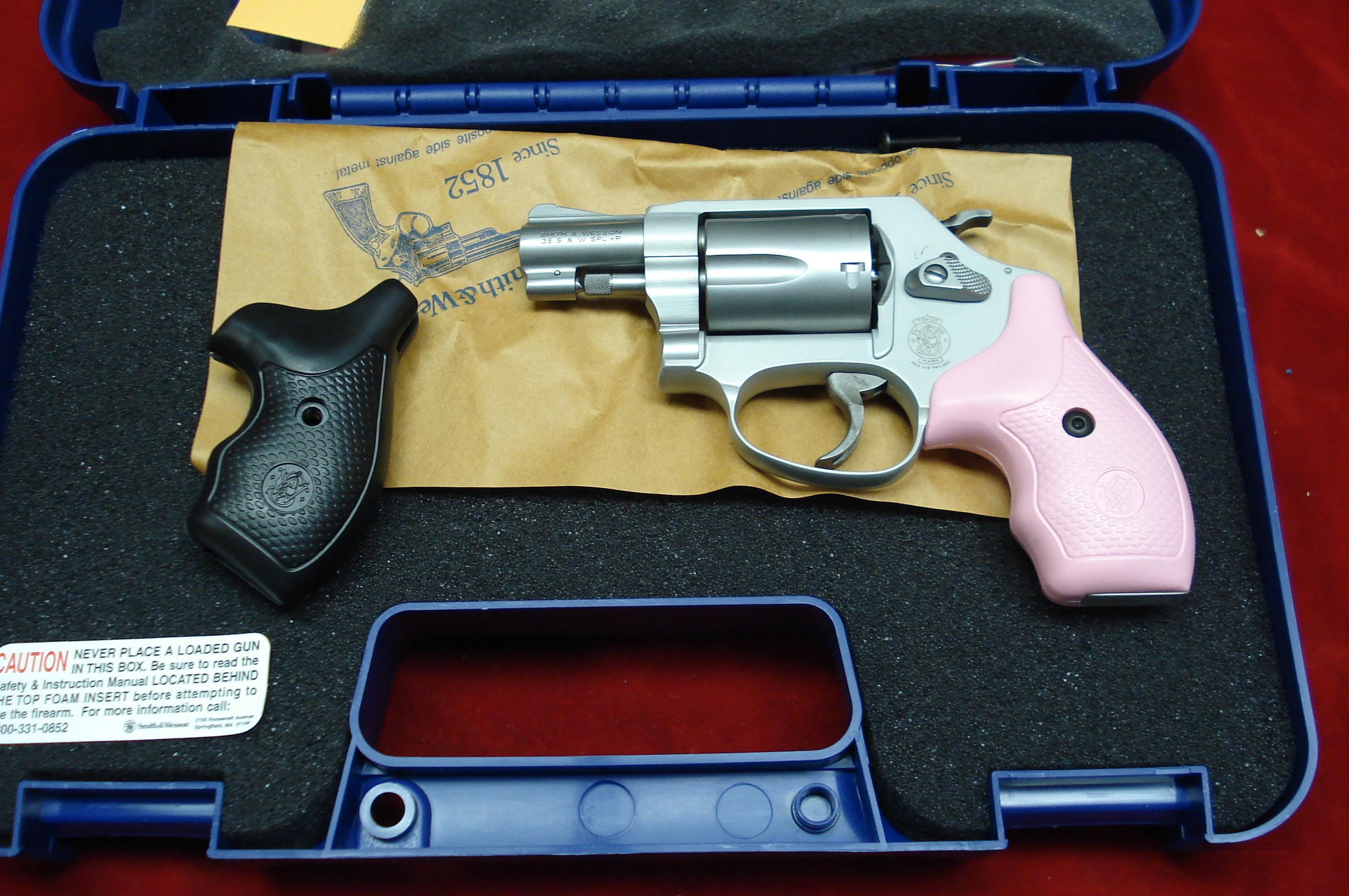 SMITH AND WESSON MODEL 637 AIRWEIGHT W/PINK GRIPS NEW  (150467)  Guns > Pistols > Smith & Wesson Revolvers > Pocket Pistols