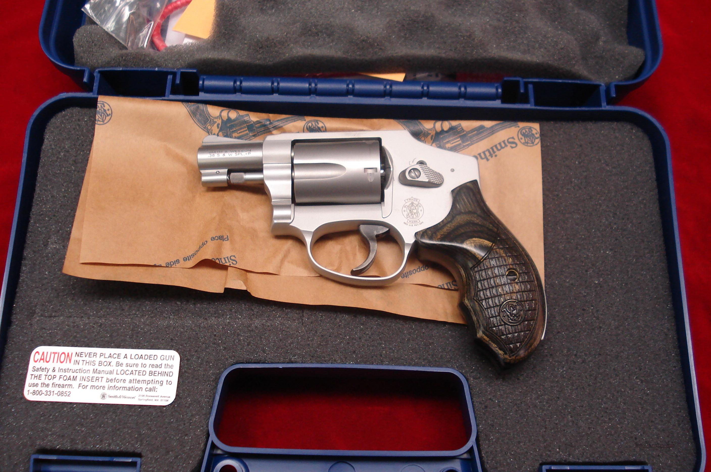 SMITH AND WESSON 642 DELUXE AIRWEIGHT NEW   Guns > Pistols > Smith & Wesson Revolvers > Pocket Pistols
