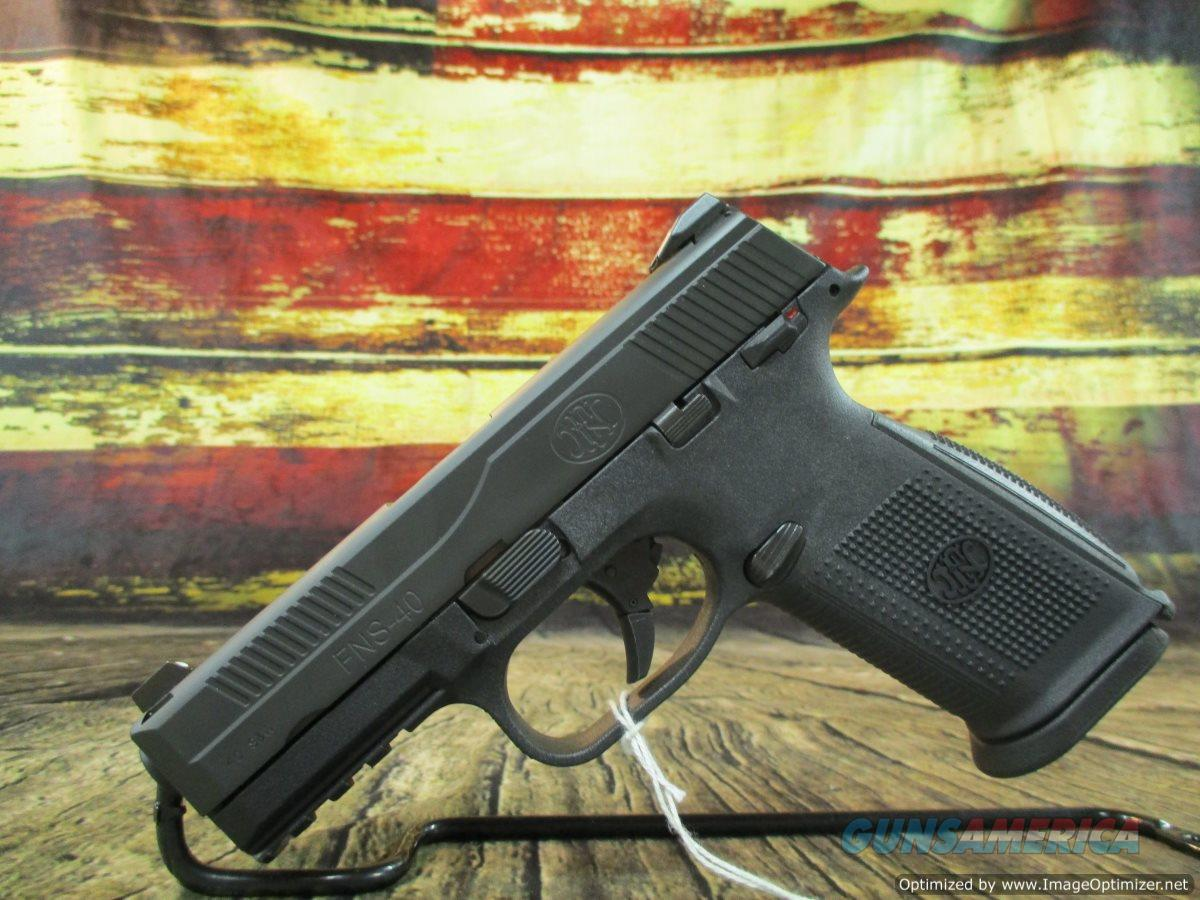 """FN FNS-40 Black With Night Sights 40 S&W 4"""" New (66942)  Guns > Pistols > FNH - Fabrique Nationale (FN) Pistols > FNS"""