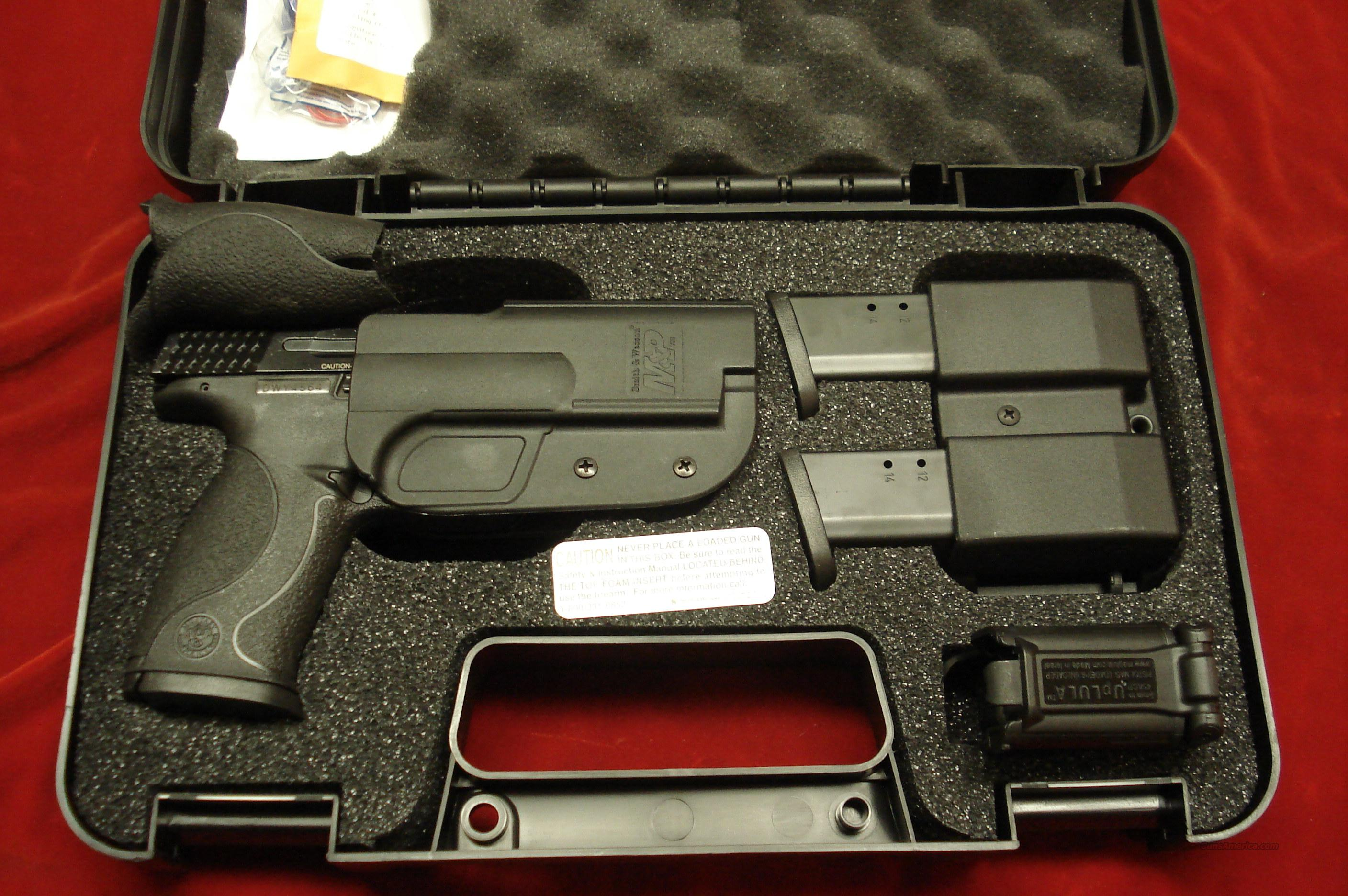 SMITH AND WESSON M&P 40 CARRY AND RANGE KIT NEW   (209330)   Guns > Pistols > Smith & Wesson Pistols - Autos > Polymer Frame