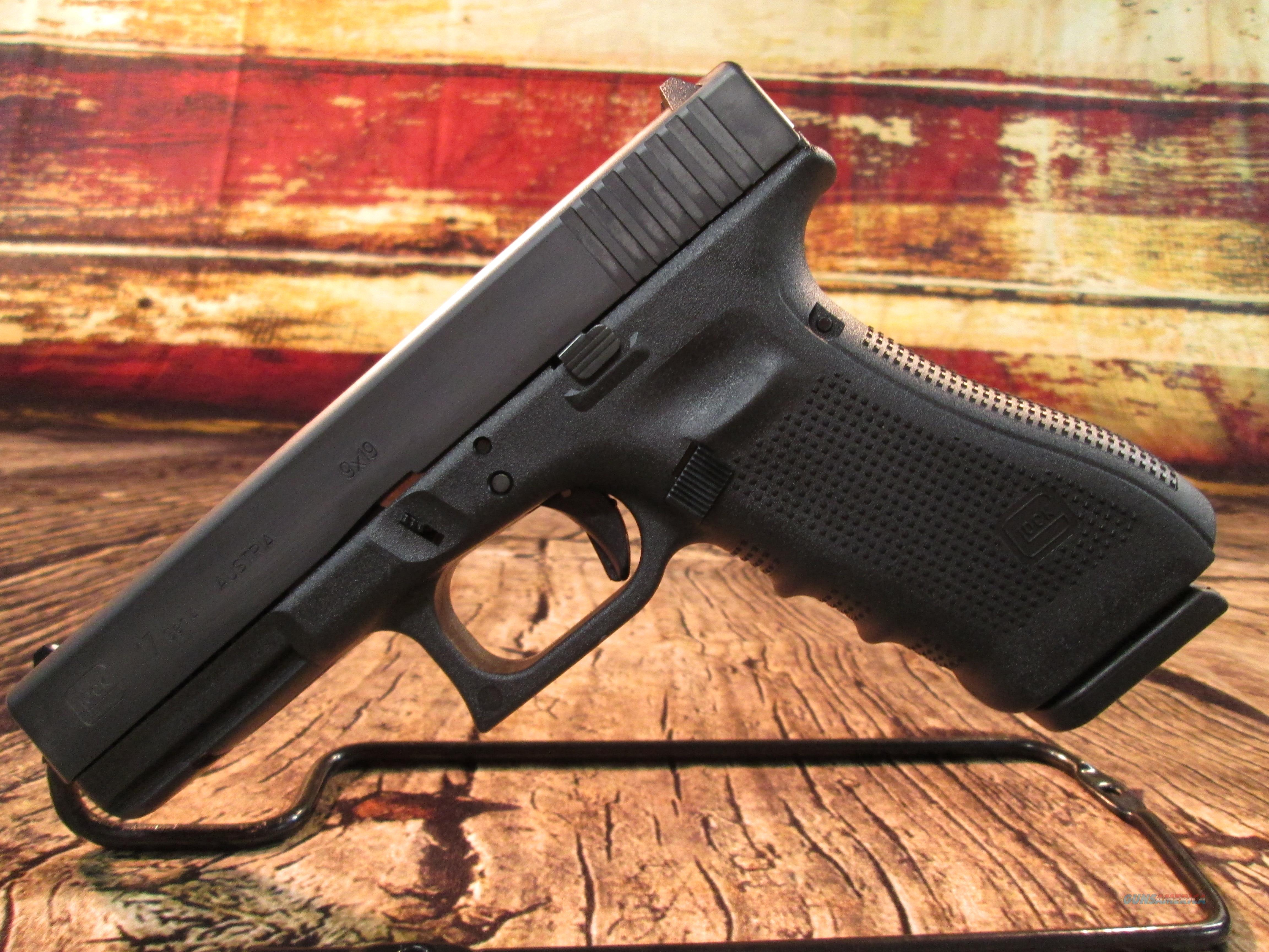 GLOCK MODEL 17 GENERATION 4 9MM WITH 3 SEVENTEEN ROUND MAGAZINES NEW   (PG1750203)  Guns > Pistols > Glock Pistols > 17